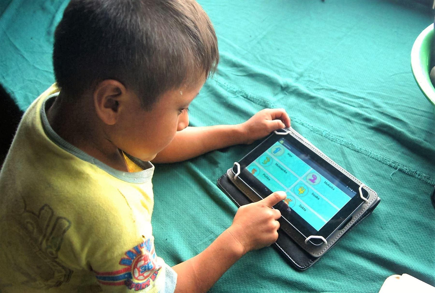 IIAP desarrolla 5 aplicaciones para celulares para preservar lenguas indígenas.