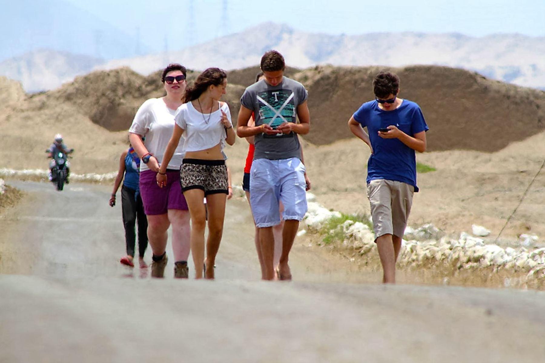Turistas de Estados Unidos encabezan la lista de viajeros extranjeros que visitan complejo arqueológico Chan Chan, en Trujillo. ANDINA