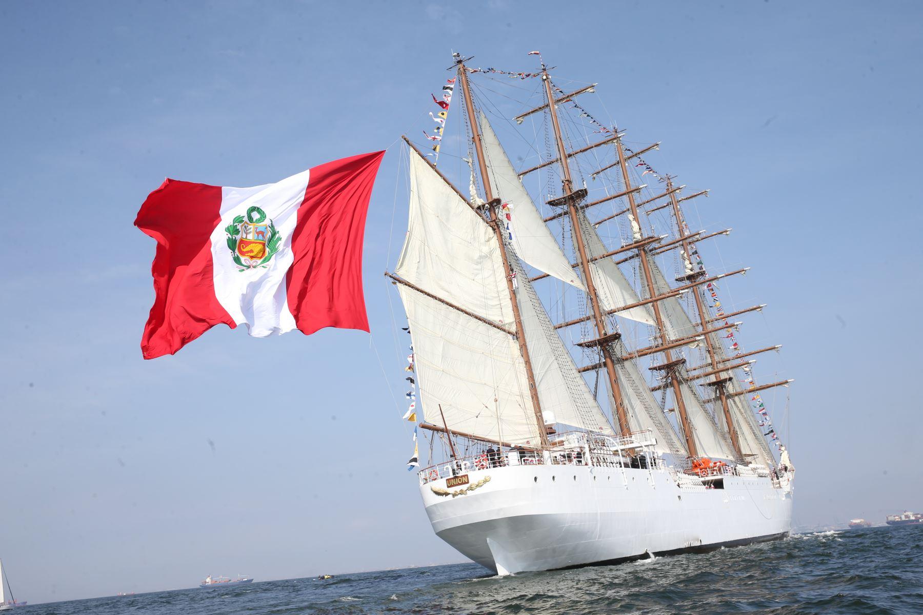LIMA, PERÚ - NOVIEMBRE 03. Presidente Pedro Pablo Kuczynski presenció arribo oficial del buque escuela a vela BAP Unión al Perú. Foto: ANDINA/Juan Carlos Guzmán Negrini.