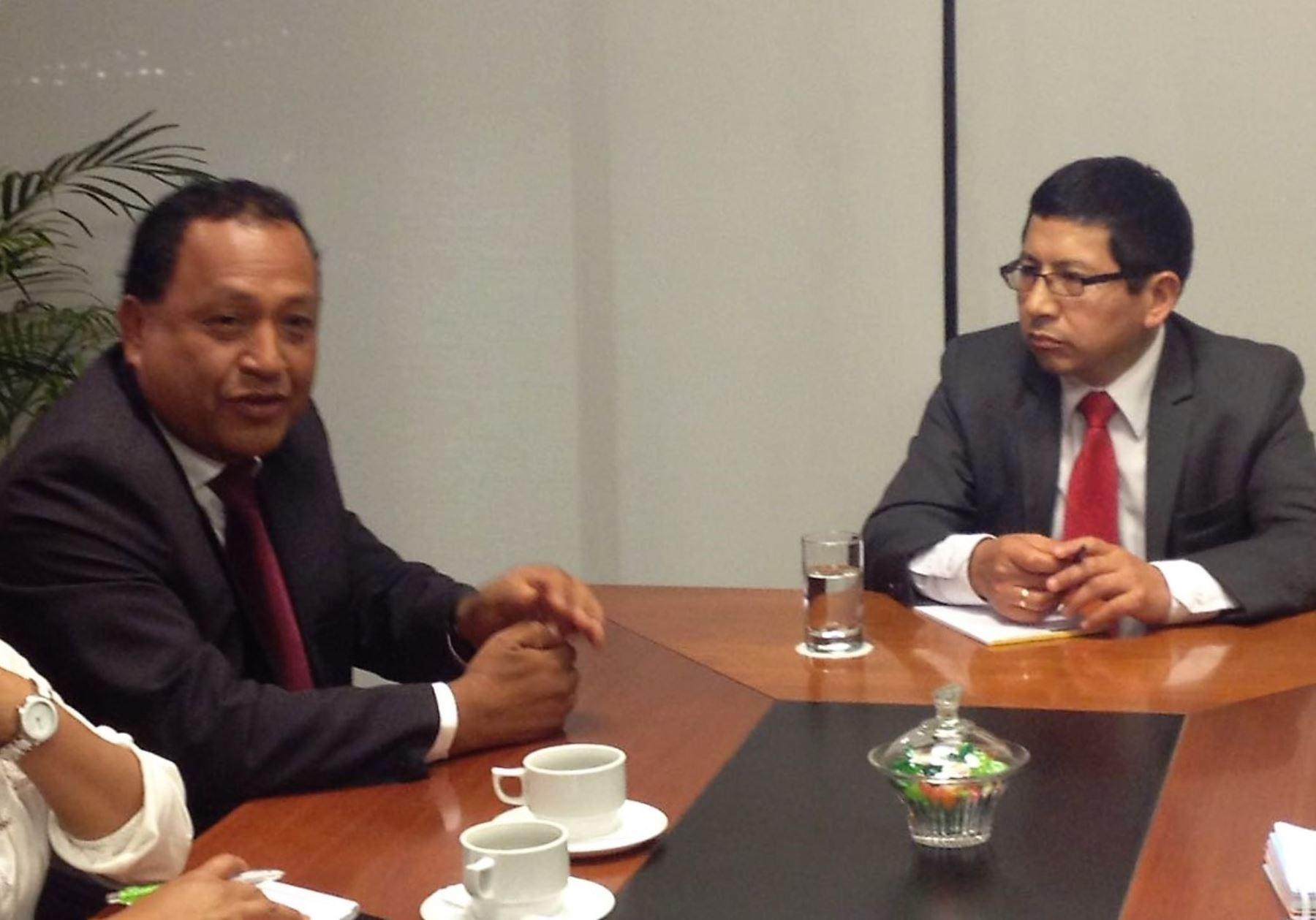 Ministro Edmer Trujillo se reunió con autoridades locales de Moyobamba-San Martín.