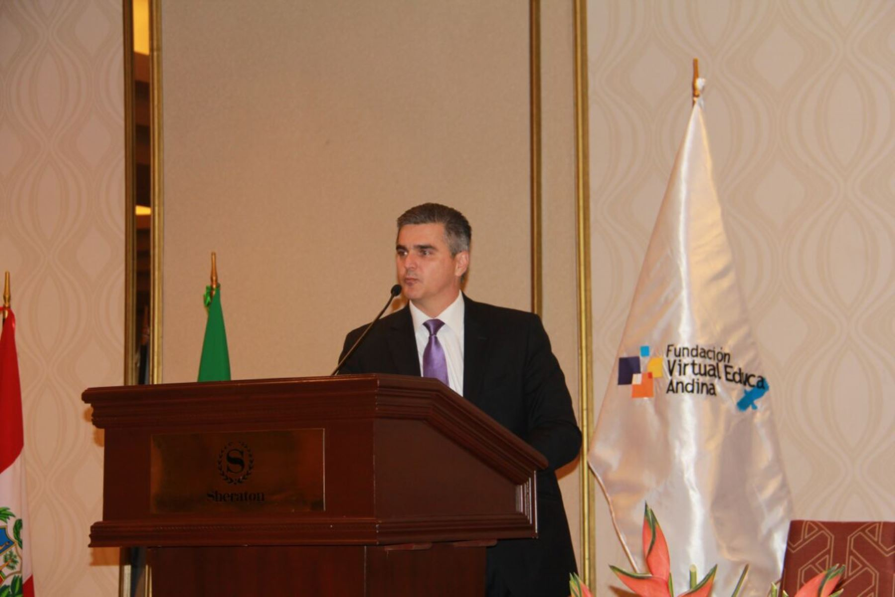 Director mundial de ventas de Educación de Intel, Juan Tobón.