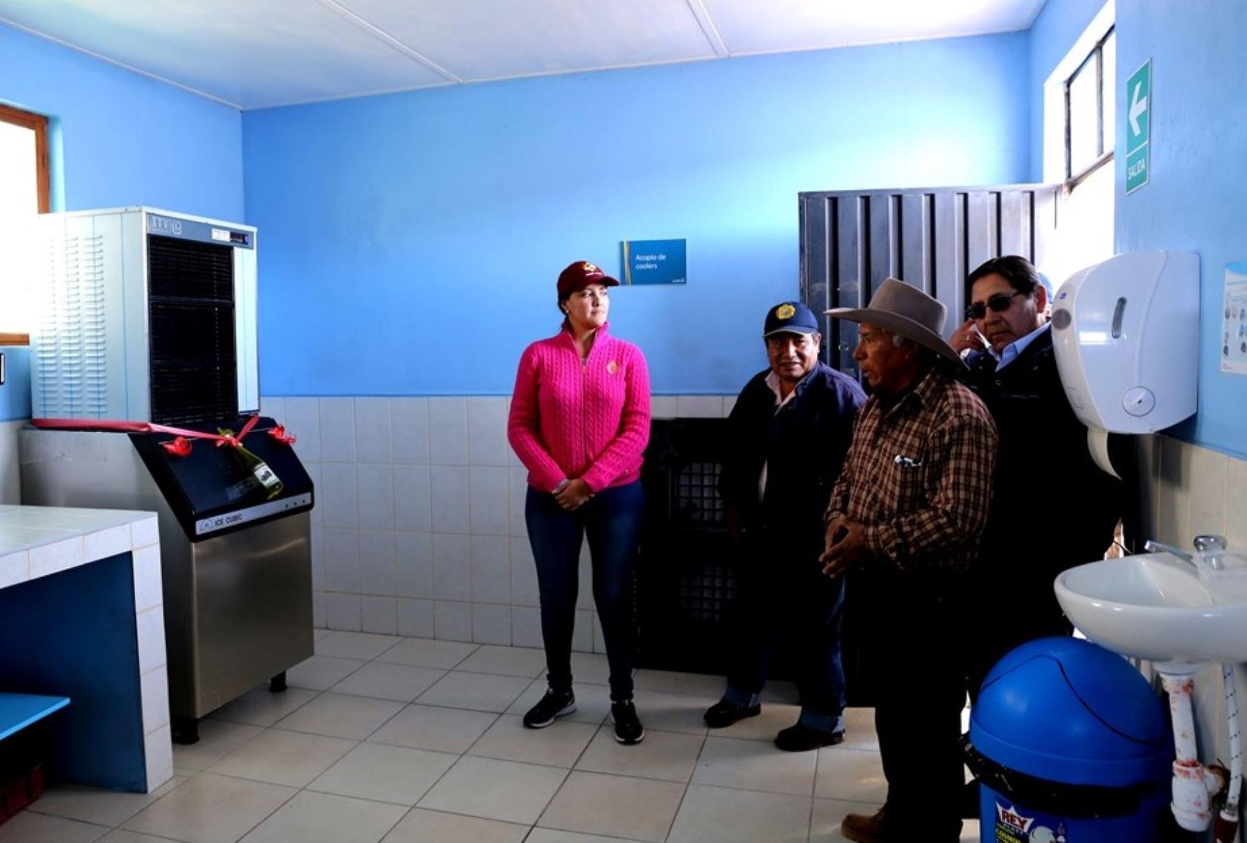 Gobierno Regional de Arequipa entregó equipos a productores de provincia de Castilla para desarrollar planes de negocios.