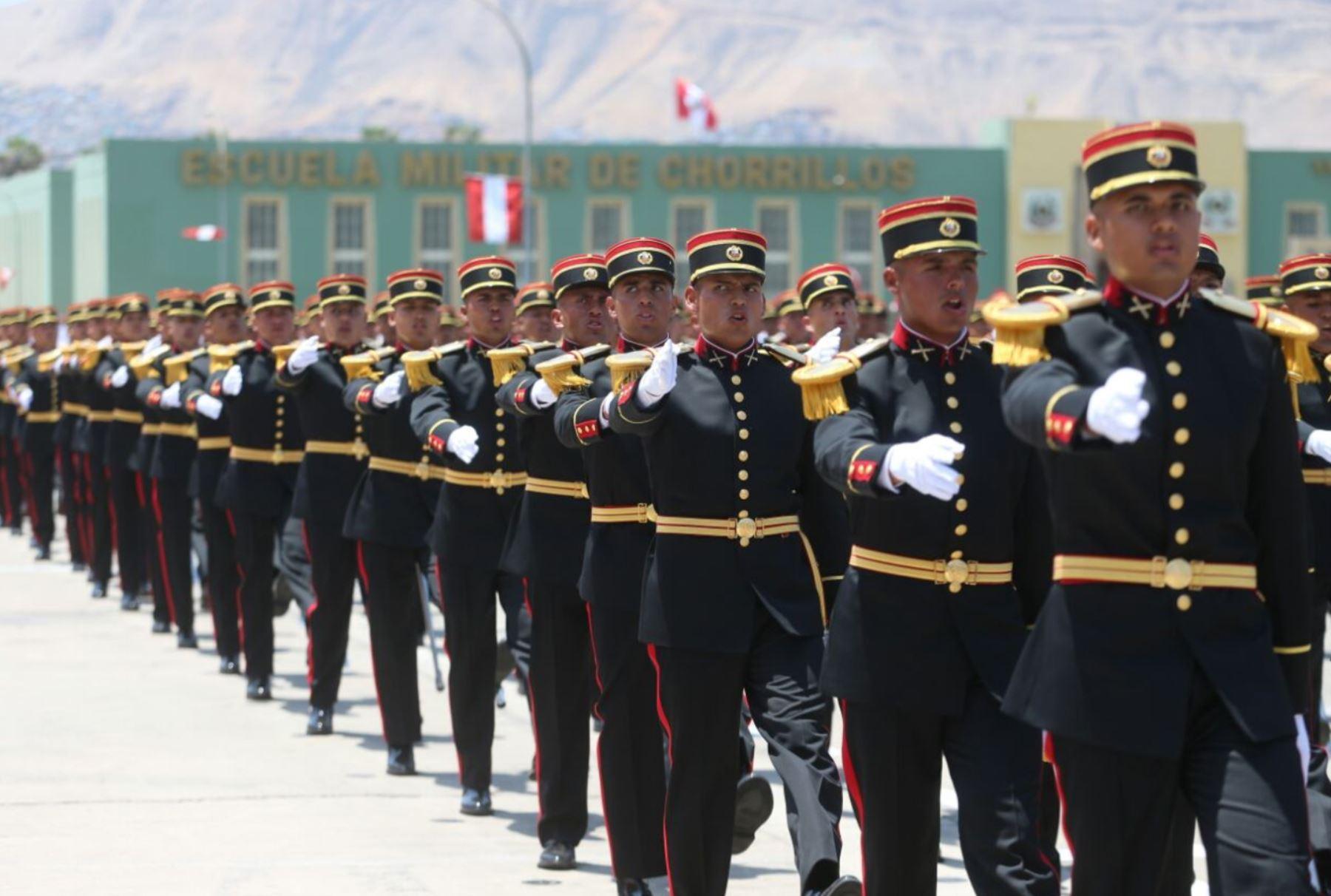 Mandatario encabeza clausura de año académico en Escuela Militar de Chorrillos