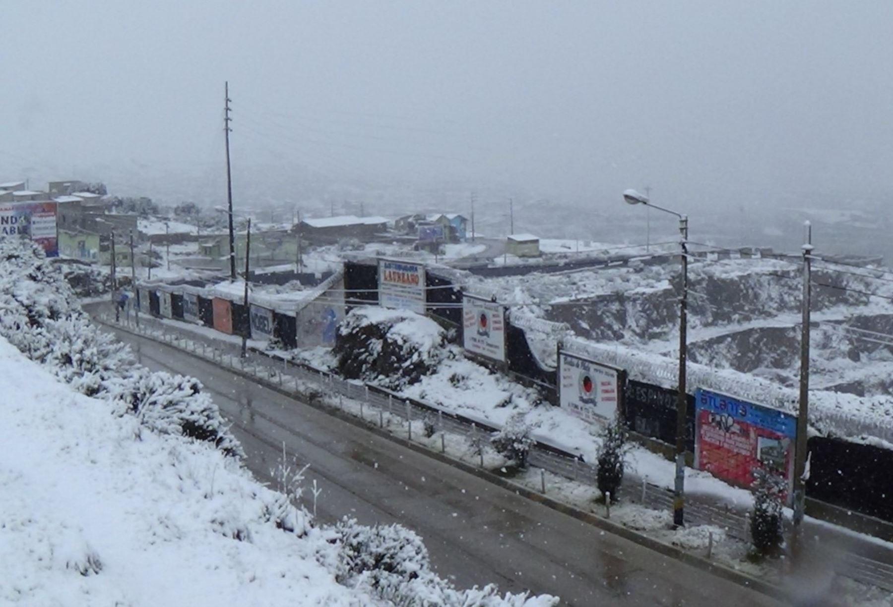 El Senamhi prevé nieve en localidades sobre los 4000 metros de altura de la Sierra sur y granizo de forma aislada en localidades sobre los 3000 metros de altura. ANDINA