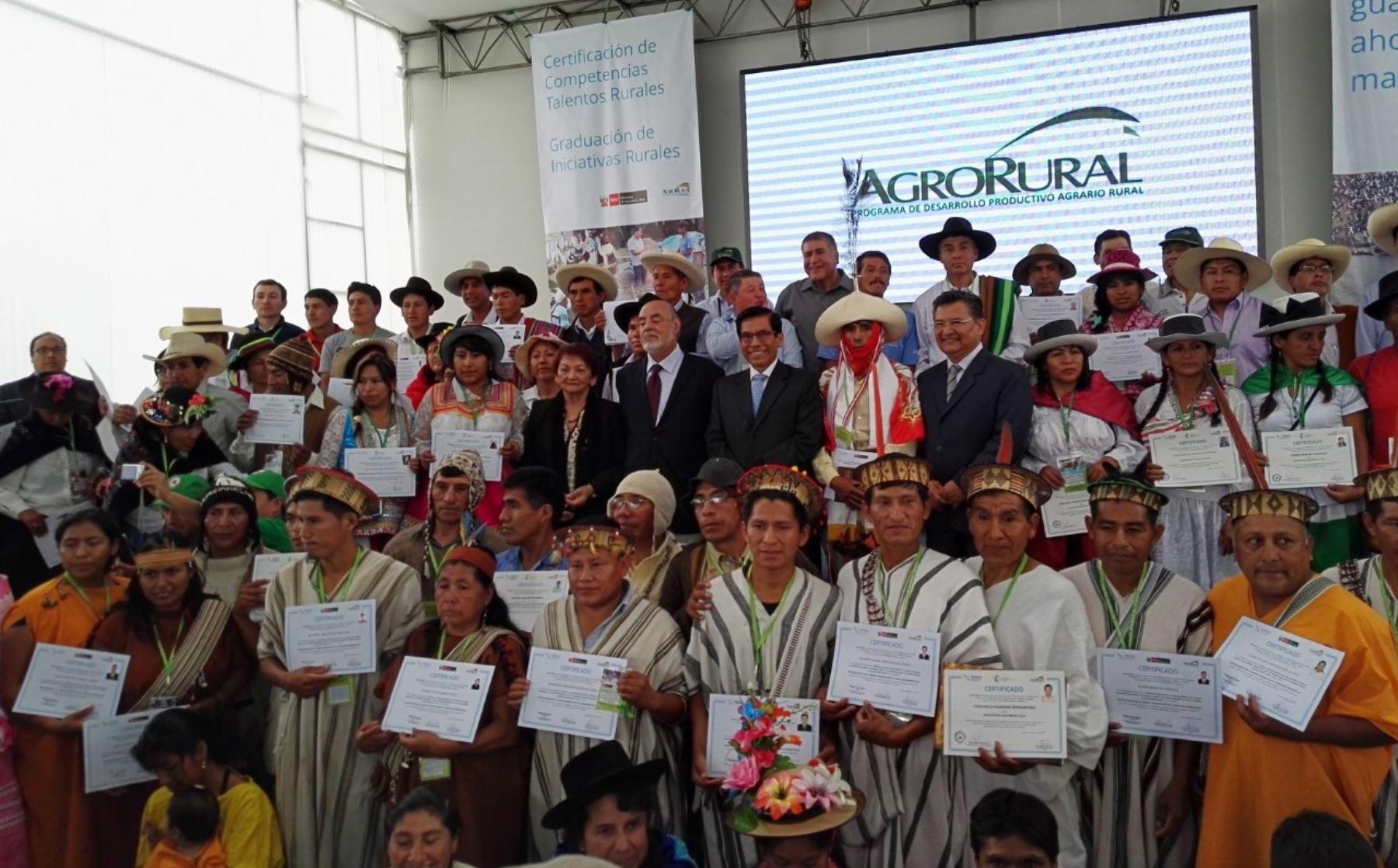 Sineace y AgroRural certifican a más de 100 talentos rurales del país