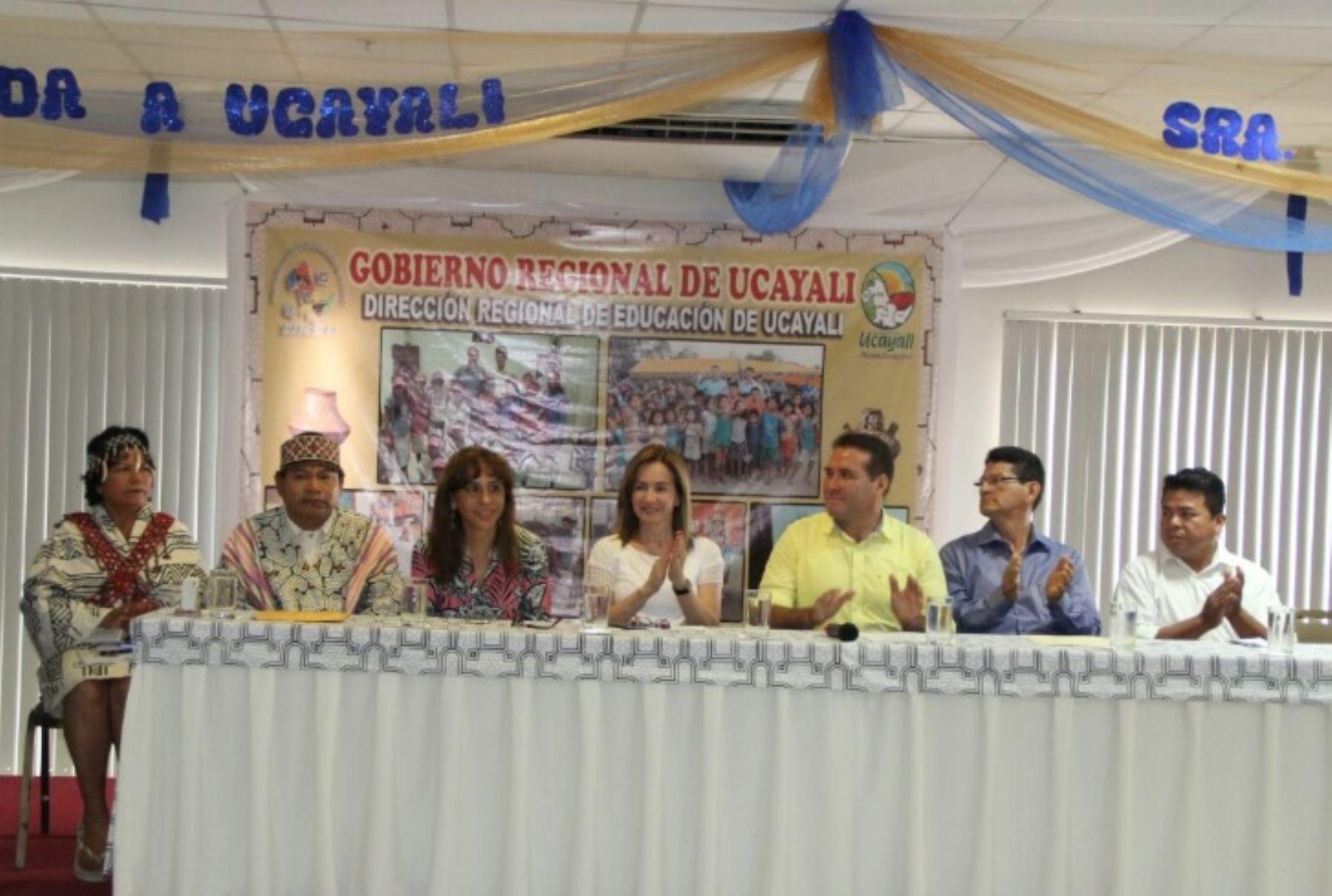 Ministra de Educación, Marilú Martens, presentó en Ucayali Plan Nacional de Educación Intercultural Bilingüe.