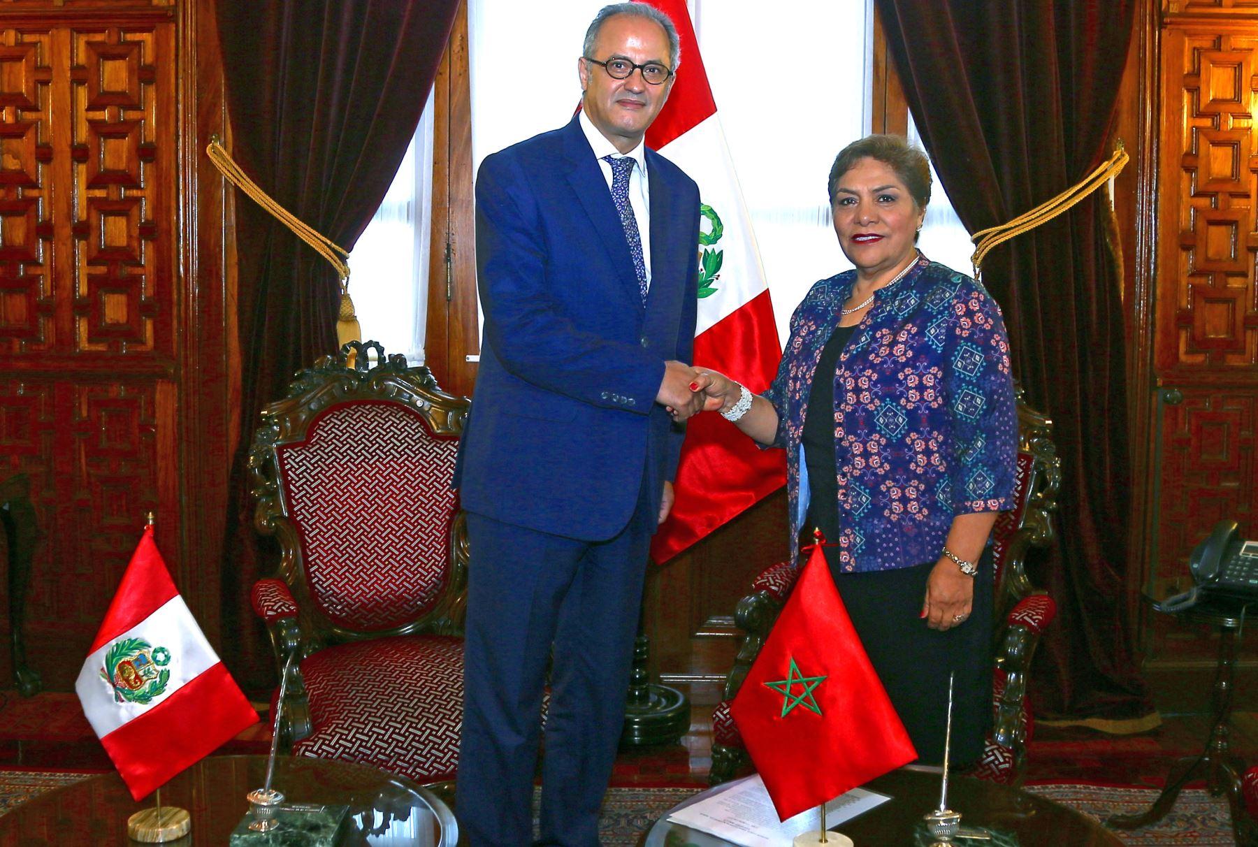 La presidenta del Congreso, Luz Salgado, recibió la visita del embajador de Marruecos en Perú, Youssef Balla.