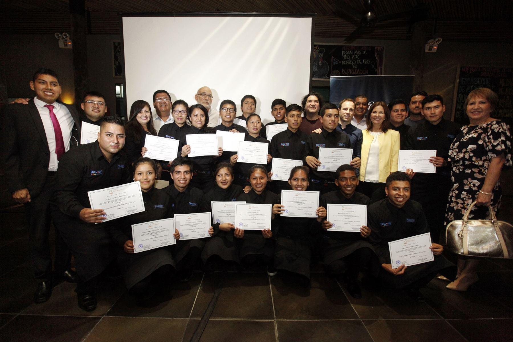 Graduación de la Escuela de Mozos del Instituto Pachacútec. Foto: Andina/Difusión