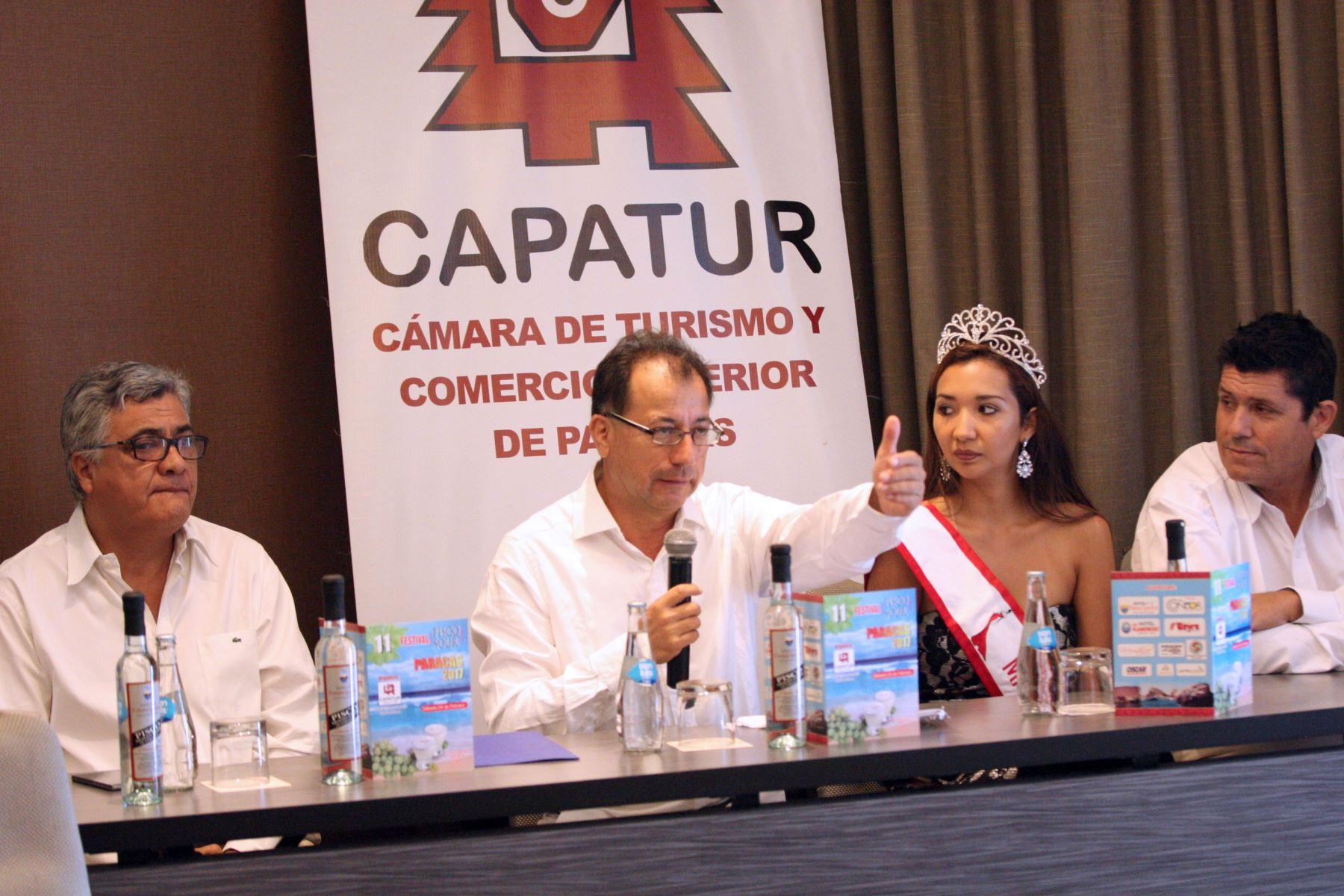 """Eduardo Jáuregui, presidente de la Cámara de Turismo y Comercio Exterior de Paracas (Capatur) en conferencia de prensa anuncia"""" Dia del Pisco Sour"""" en Paracas ANDINA/Jhony Laurente."""