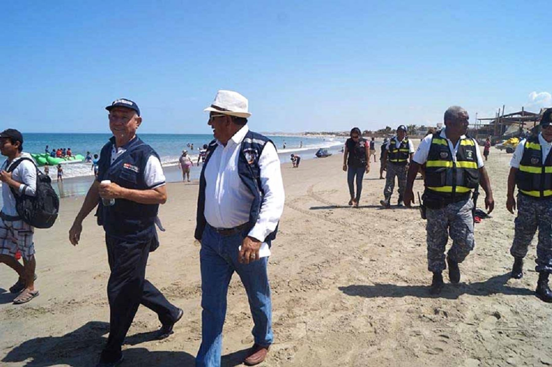 Autoridades confirman que playa de Máncora se encuentra apta para los bañistas