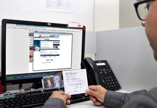 Durante el primer semestre del año, 769,188 duplicados del Documento Nacional de Identidad (DNI) han sido solicitados virtualmente. Foto: Reniec.