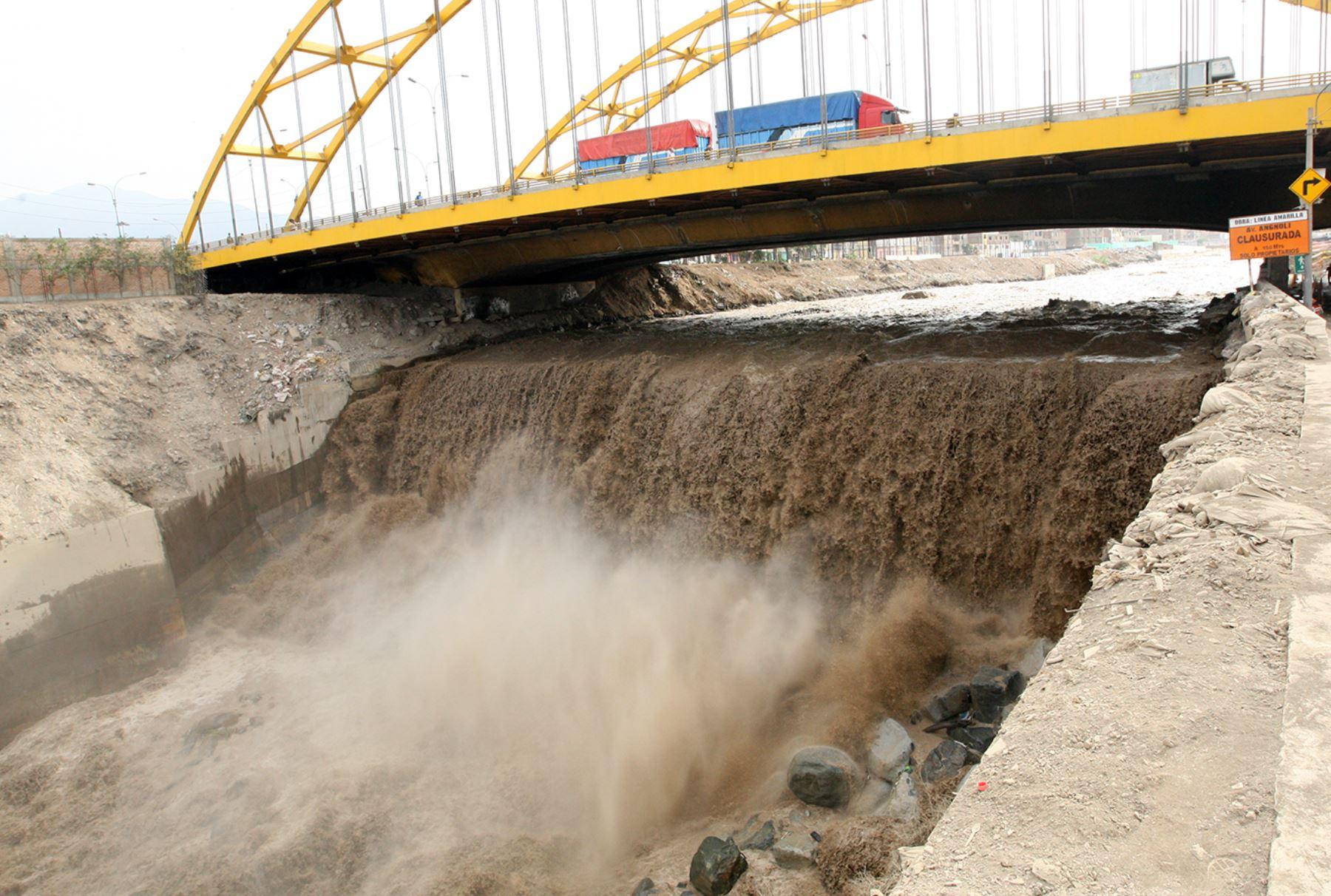 LIMA PERÚ, ENERO 26. Aumenta el caudal del Rio Rimac, tras las lluvias en la capital. Foto: ANDINA/Melina Mejía