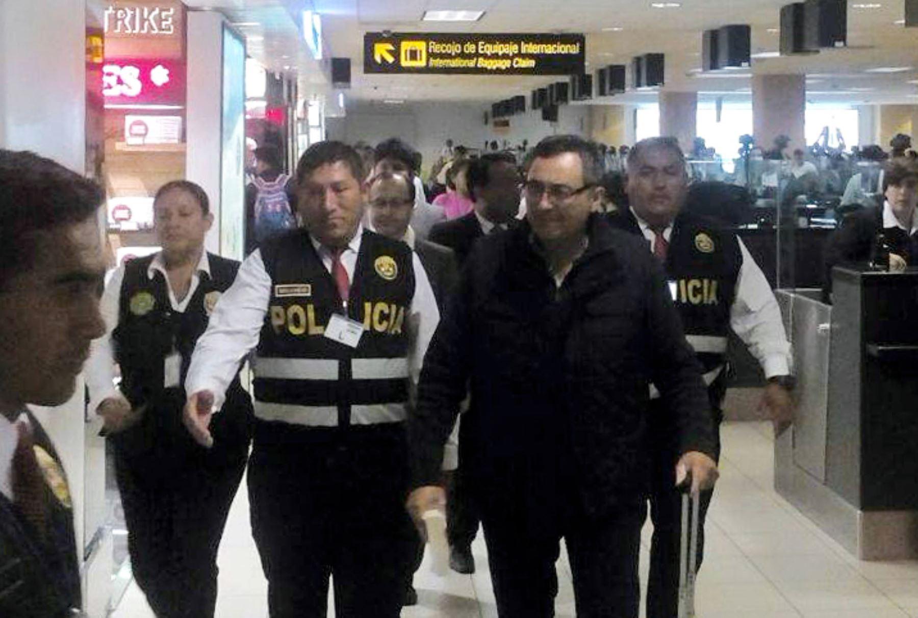 Jorge Cubas, ex viceministro de Comunicaciones, llega a Lima. @PoliciaPeru