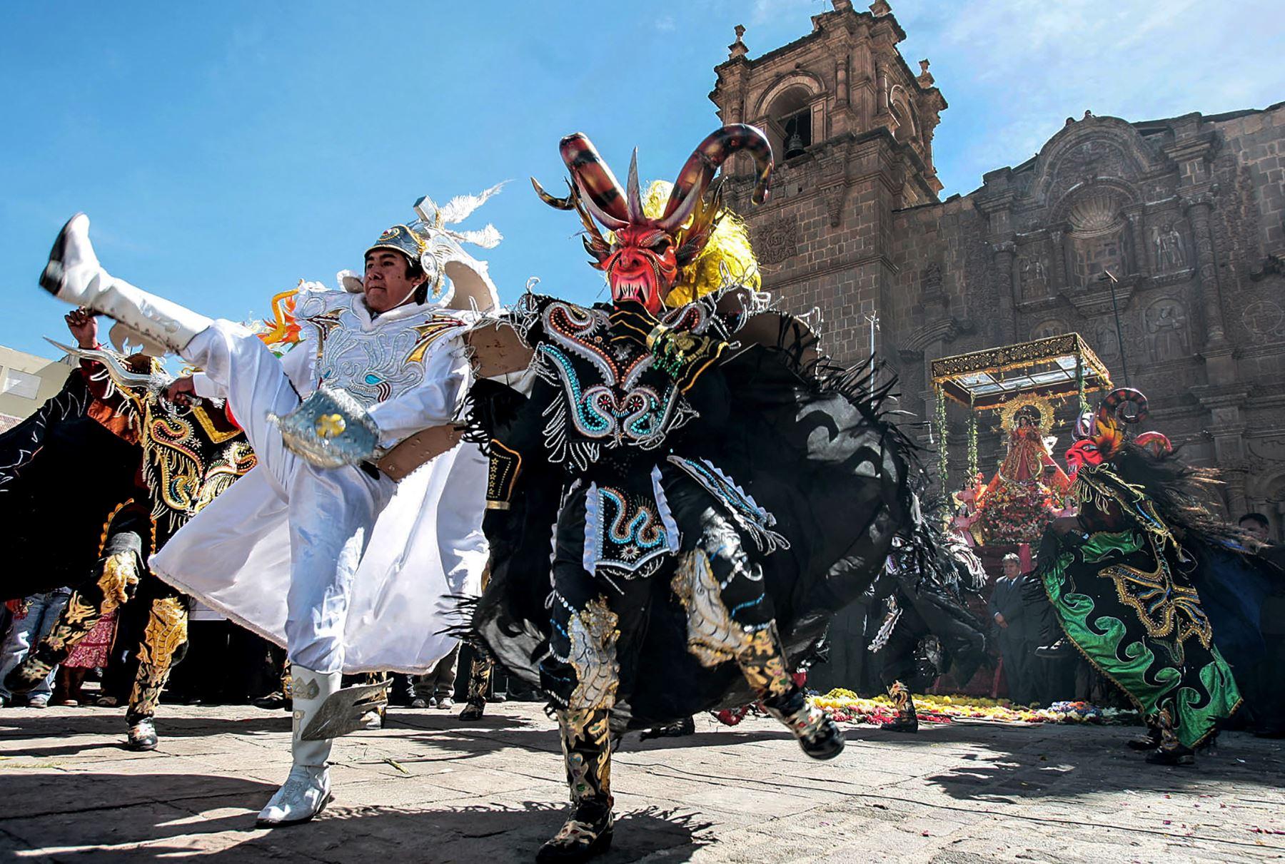 La danza es la manifestación más emblemática de la Festividad de la Virgen de la Candelaria de Puno. ANDINA/Carlos Lezama