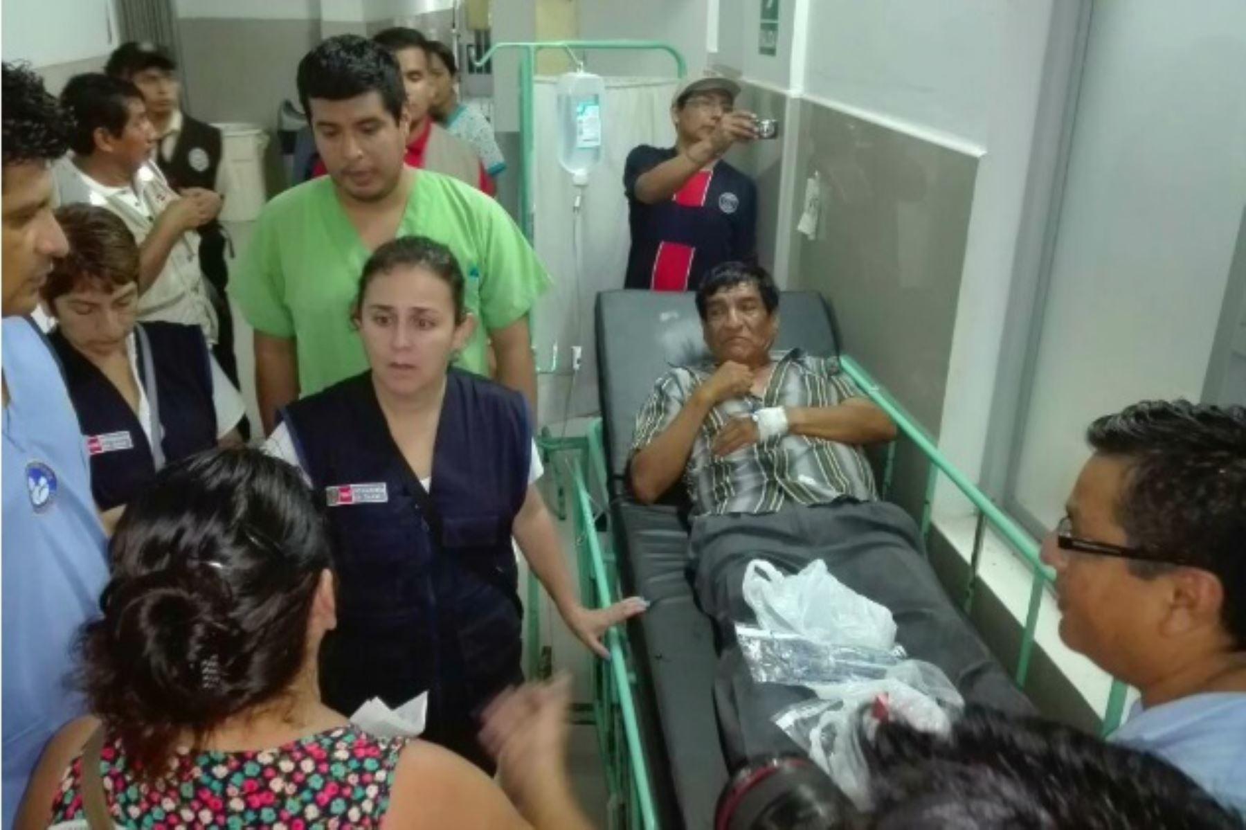 Ministra de Salud inspeccionó en Chiclayo Hospital Las Mercedes afectado por intensas lluvias.
