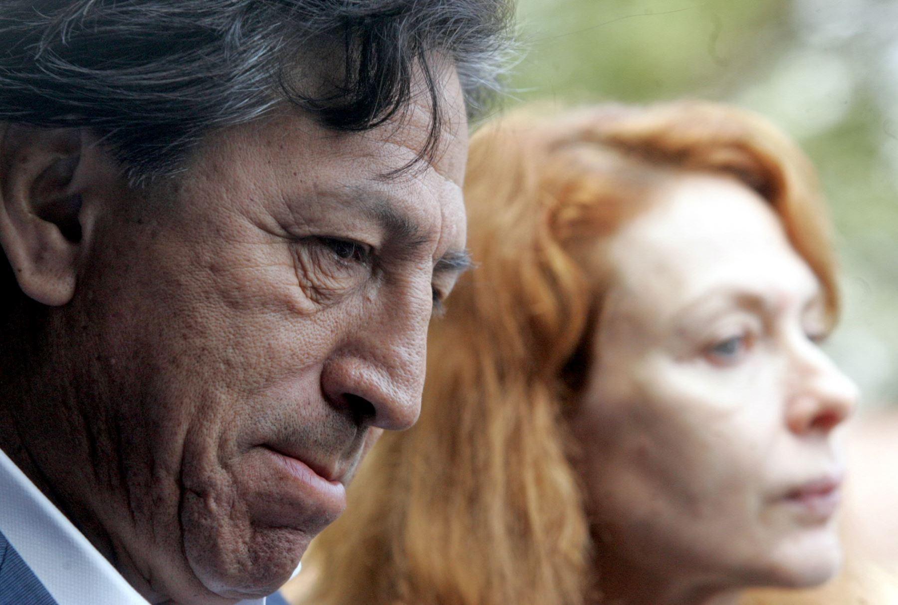 Alejandro Toledo  y su esposa . Foto: ANDINA/Carlos Lezama