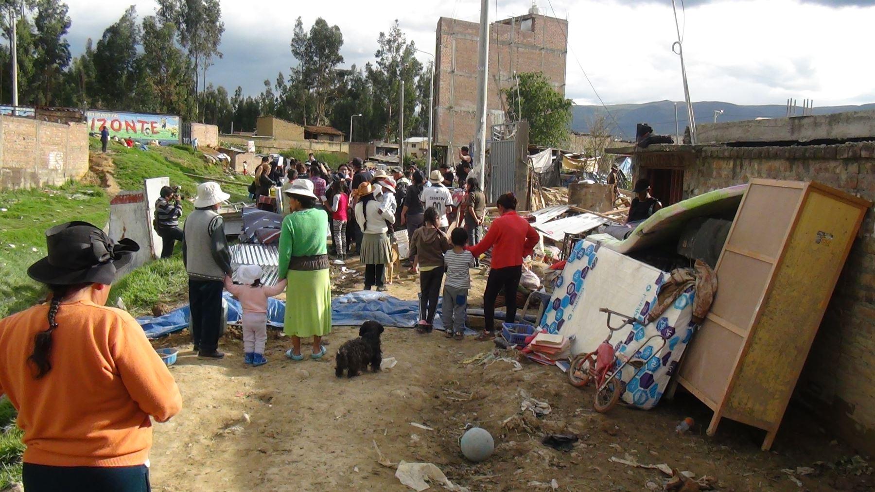 Se entregaron más de 300 calaminas, 150 frazadas, baldes, planchas de tripley, menajes, entre otros bienes.