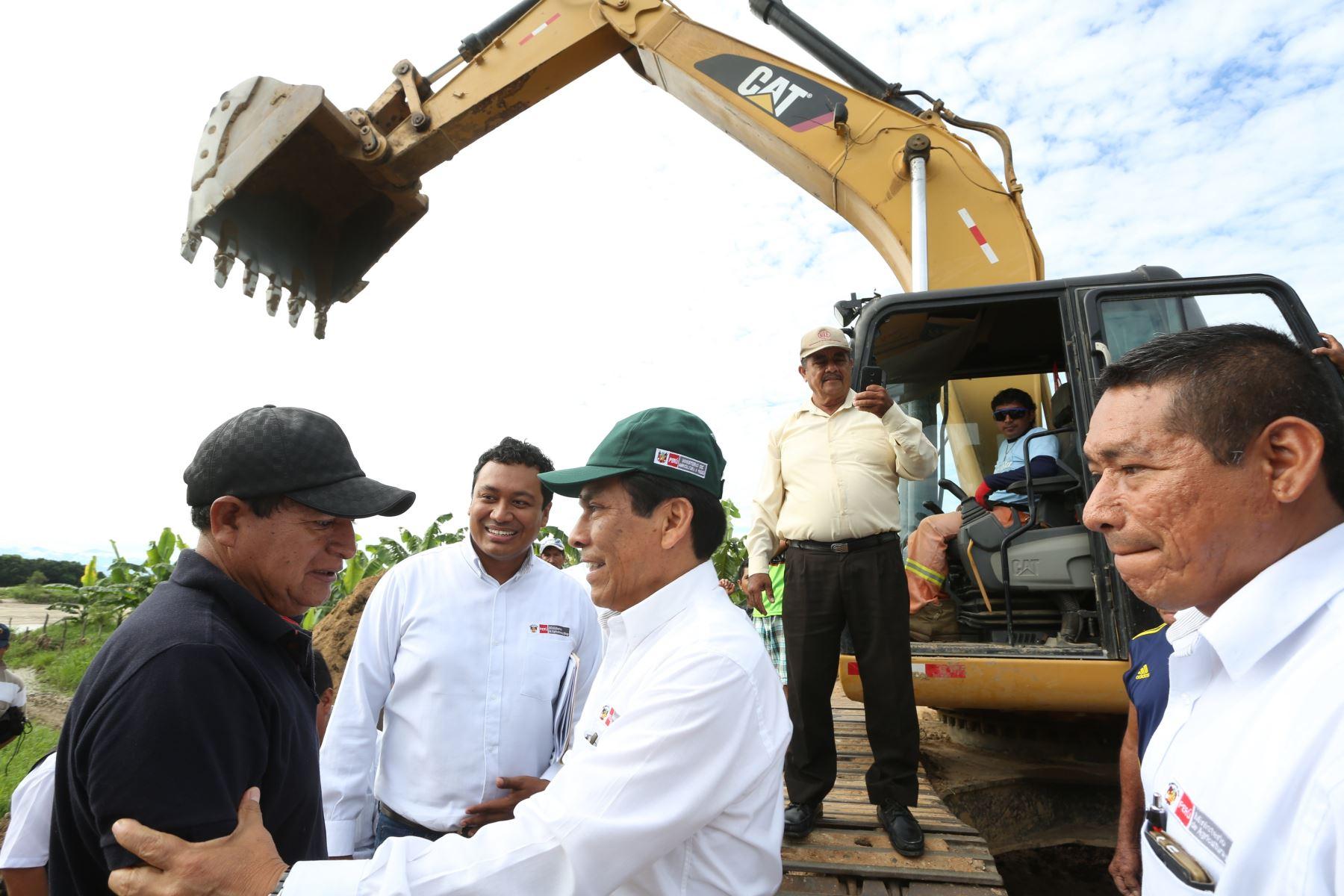 Ministro de Agricultura, José Manuel Hernández en visita a la región Tumbes.