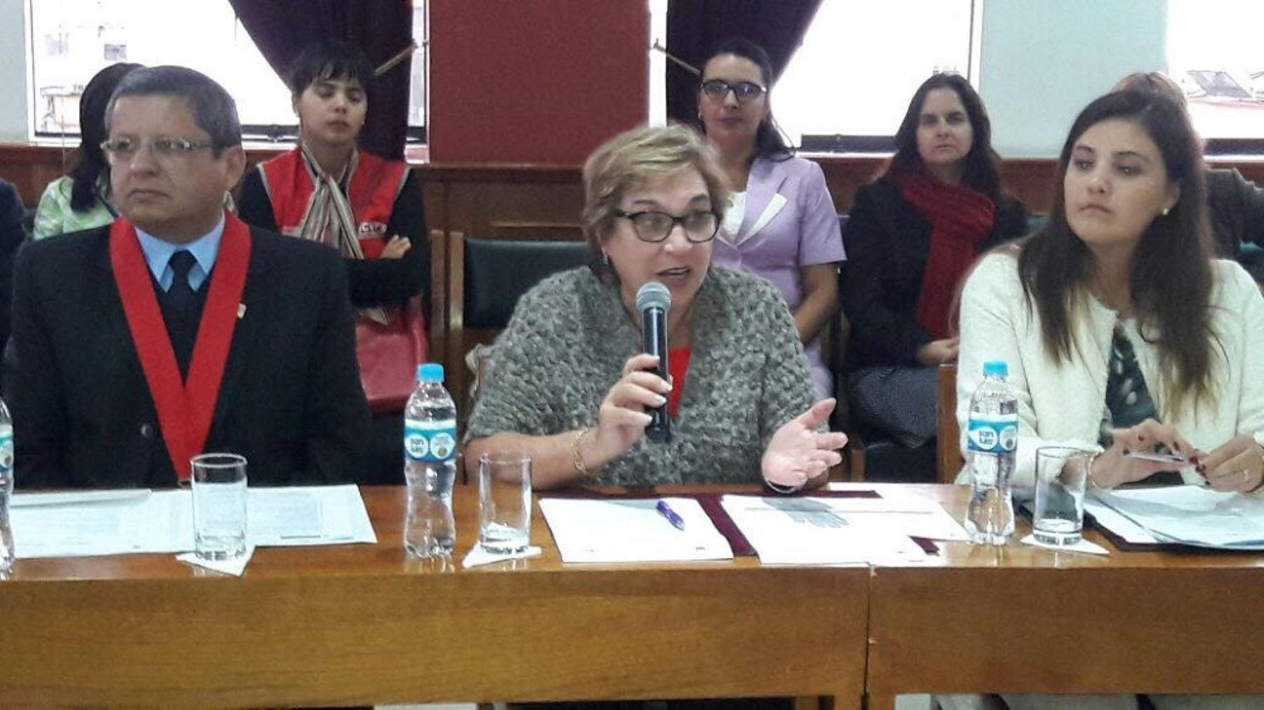 La ministra de la Mujer y Poblaciones Vulnerables, Ana María Romero-Lozada, participó junto a la gobernadora de Arequipa, Yamila Osorio, en la segunda sesión de la Instancia Regional de Concertación, espacio donde las autoridades articulan esfuerzos para atender y prevenir los casos de violencia.