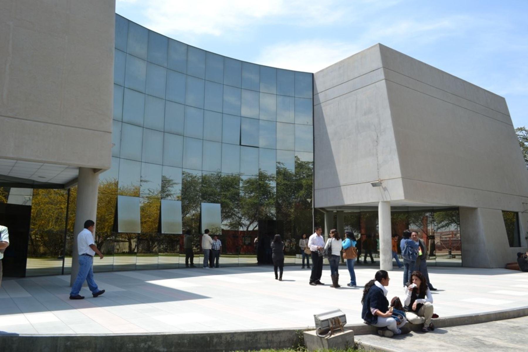 Luego de que permanecer más de quince días cerrado al público debido a las intensas lluvias, el Museo Nacional Sicán, ubicado en la provincia de Ferreñafe, reabrió sus puertas tras avanzar con los trabajos de mantenimiento, informó la Unidad Ejecutora Naylamp-Lambayeque.