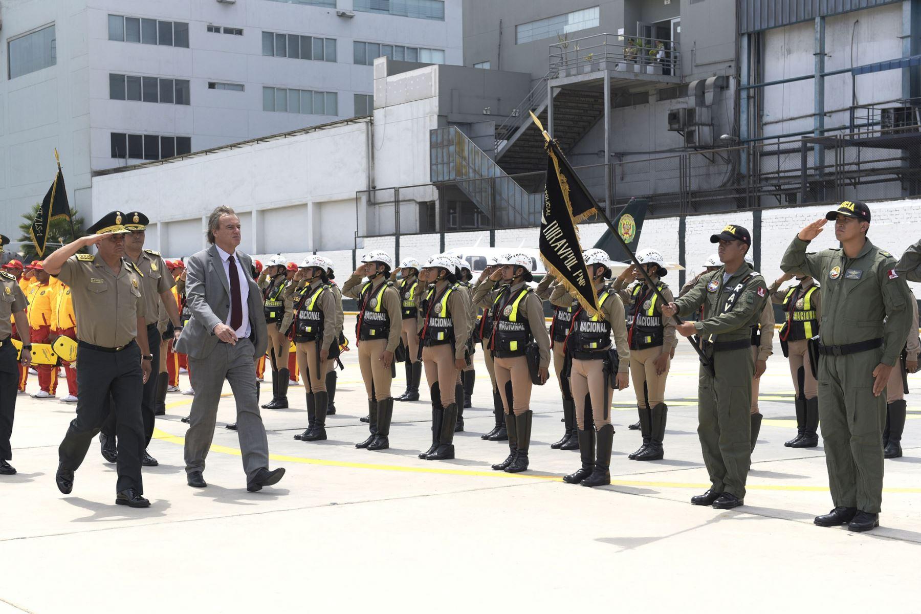 Durante 33 aniversario de la Aviación Policial, ministro Carlos Basombrío anunció la creación de la Unidad de Drones para fortalecer acciones de seguridad ciudadana.
