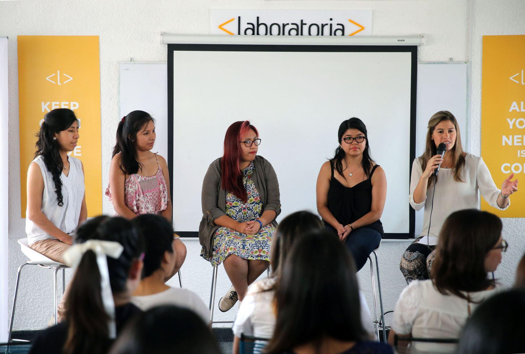 LIMA,PERÚ-MARZO 07. Dia Internacional de la Mujer  en Perú Laboratoria  Foto: ANDINA/Vidal Tarqui