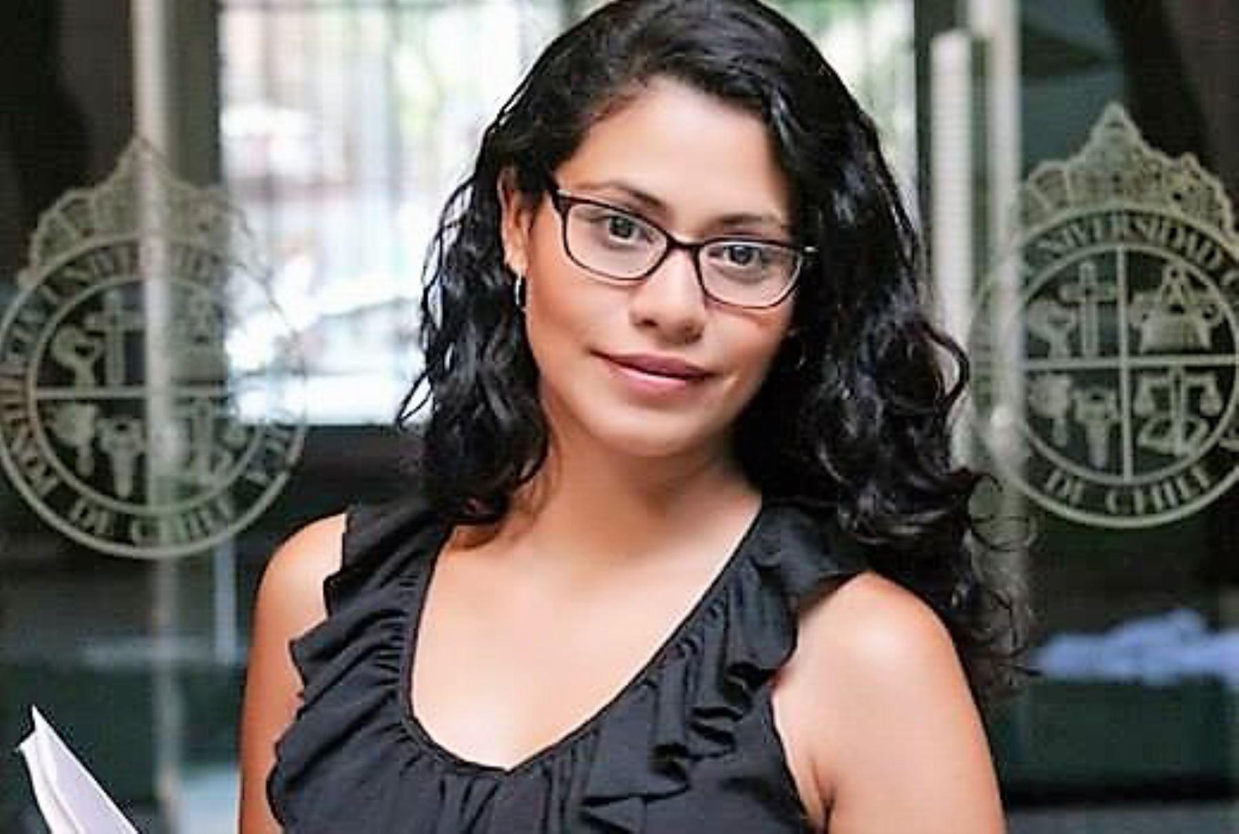 Melissa Insúa, becaria peruana, se graduó como magister con excelencia en universidad de Chile. Foto: ANDINA/Difusión.
