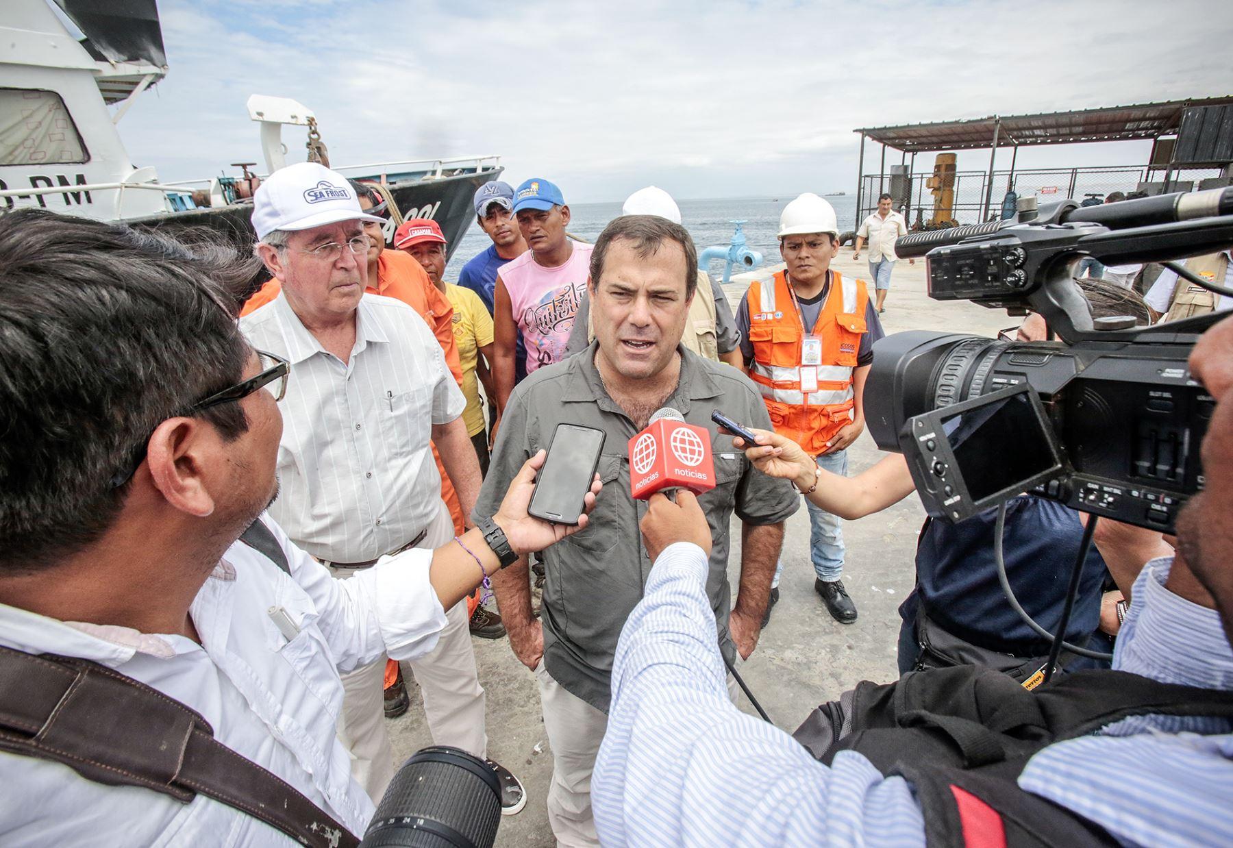Ministro de la Producción, Bruno Giuffra, declara a la prensa acciones de su sector para ayudar a damnificados. ANDINA/Difusión