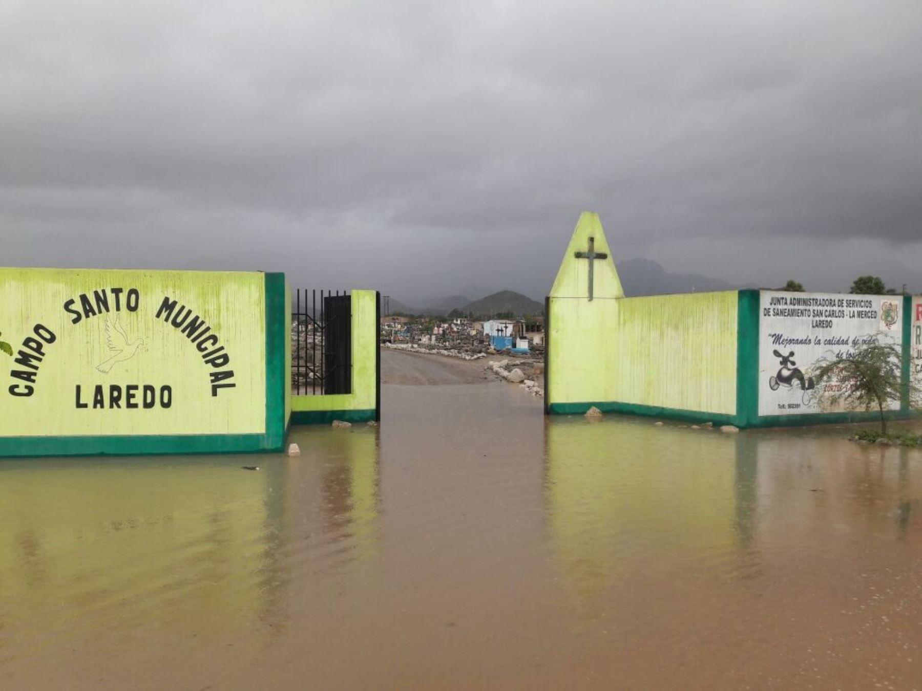 Distrito de Laredo queda totalmente inundado por activación de quebradas.