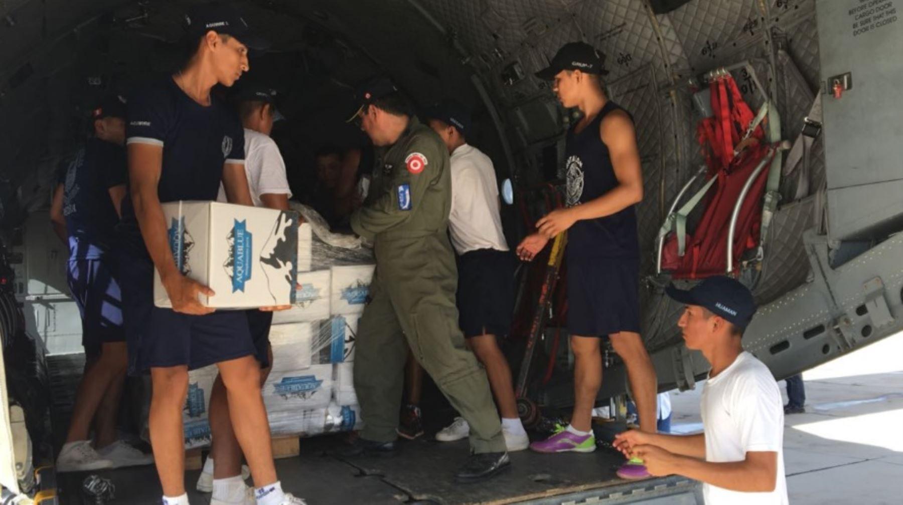 La Fuerza Aérea del Perú (FAP) inició hoy el puente aéreo entre Piura, Chiclayo y Trujillo para atender a la población damnificada por las torrenciales lluvias que han provocado desbordes de ríos, inundaciones y huaicos, entre otros desastres que han incomunicado a estas regiones por vía terrestre.