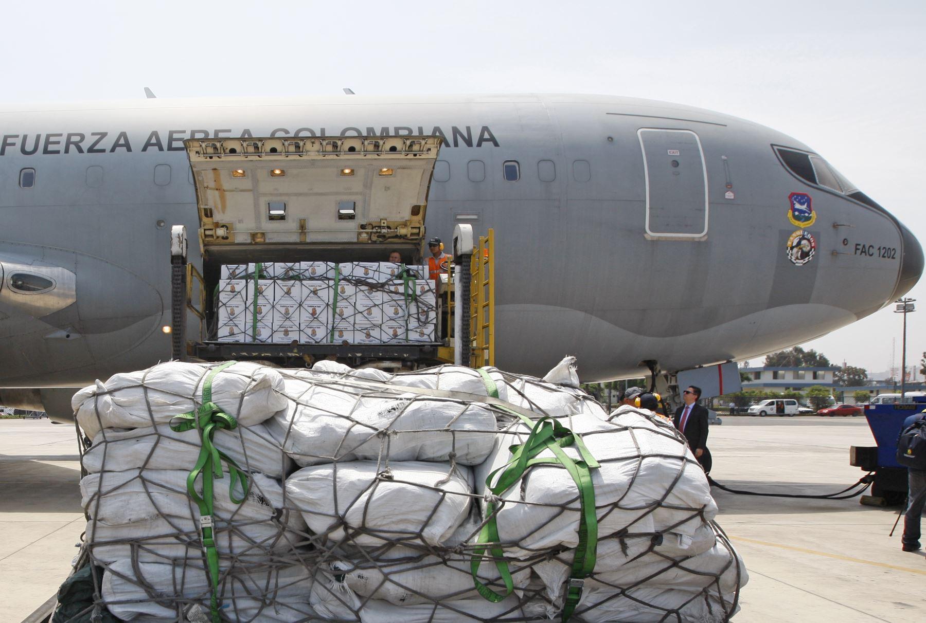 LIMA,PERÚ-MARZO 20. Colombia envía 30 toneladas de ayuda a los damnificados por los desastres naturales en el país. Foto: ANDINA/ Eddy Ramos