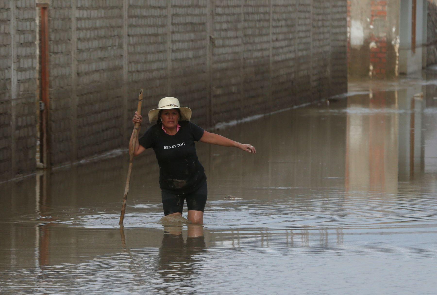 Las lluvias intensas que se registran en Puno ocasionaron el desborde del río Limbani que dejó 25 familias afectadas al inundarse sus viviendas ubicadas en las localidades de Aricoma – Apacheta, así como en los barrios de José Olaya y San Miguel en el distrito de Limbani, en la provincia de Sandia .ANDINA/Vidal Tarqui