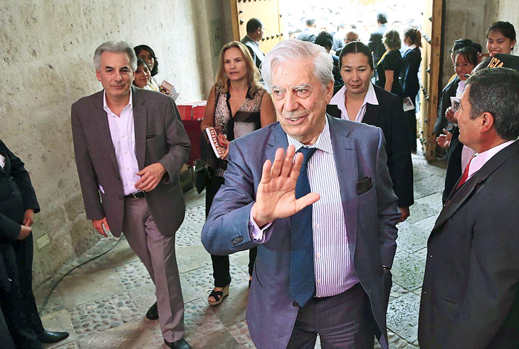 Mario Vargas Llosa en Arequipa. Foto: ANDINA/Carlos Lezama.