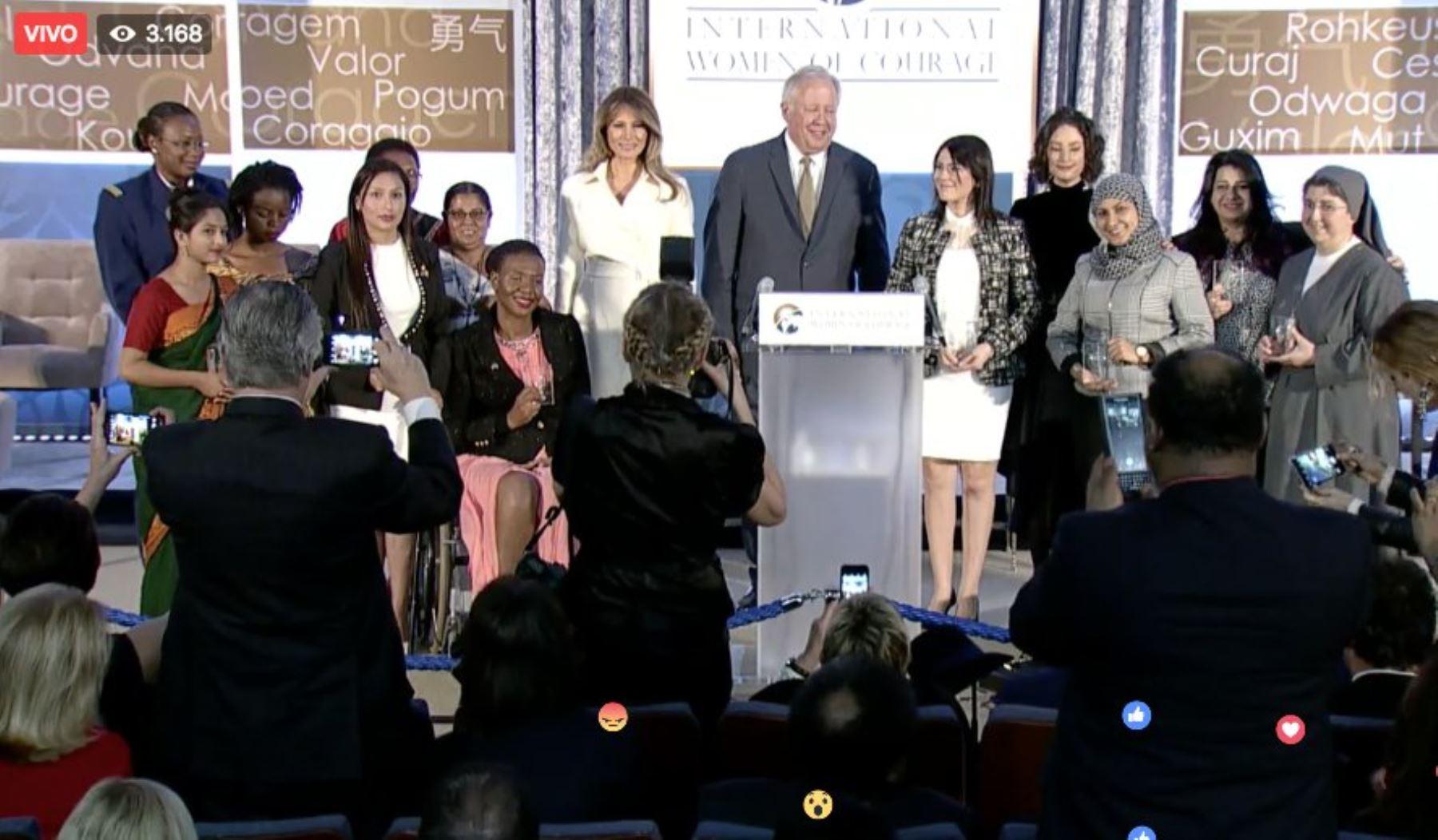 Premio internacional Mujeres Corajes - 2017 entregó Primera Dama de Estados Unidos.