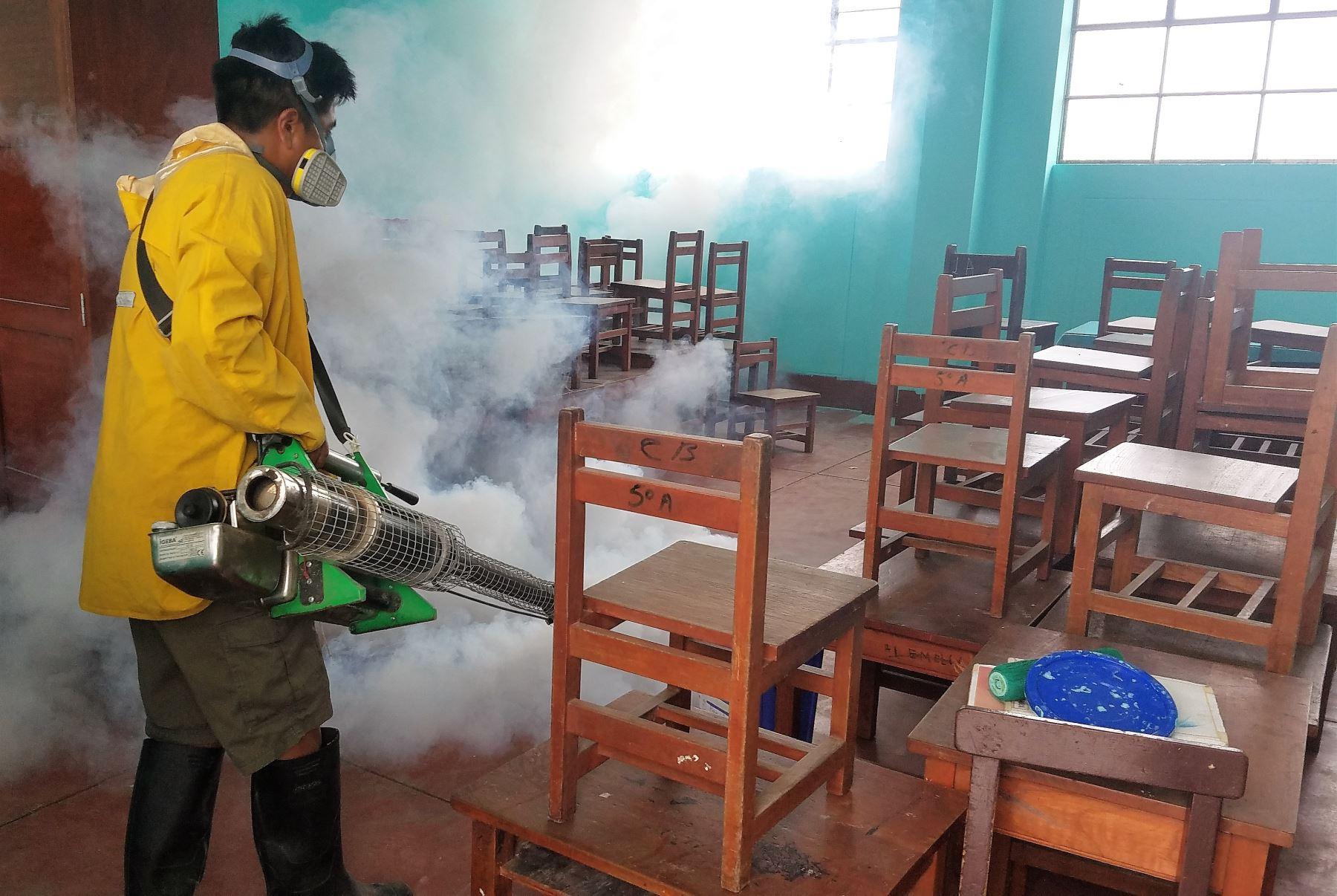 Intensifican jornadas de fumigación en colegios de Sullana ante inicio de  clases | Noticias | Agencia Peruana de Noticias Andina