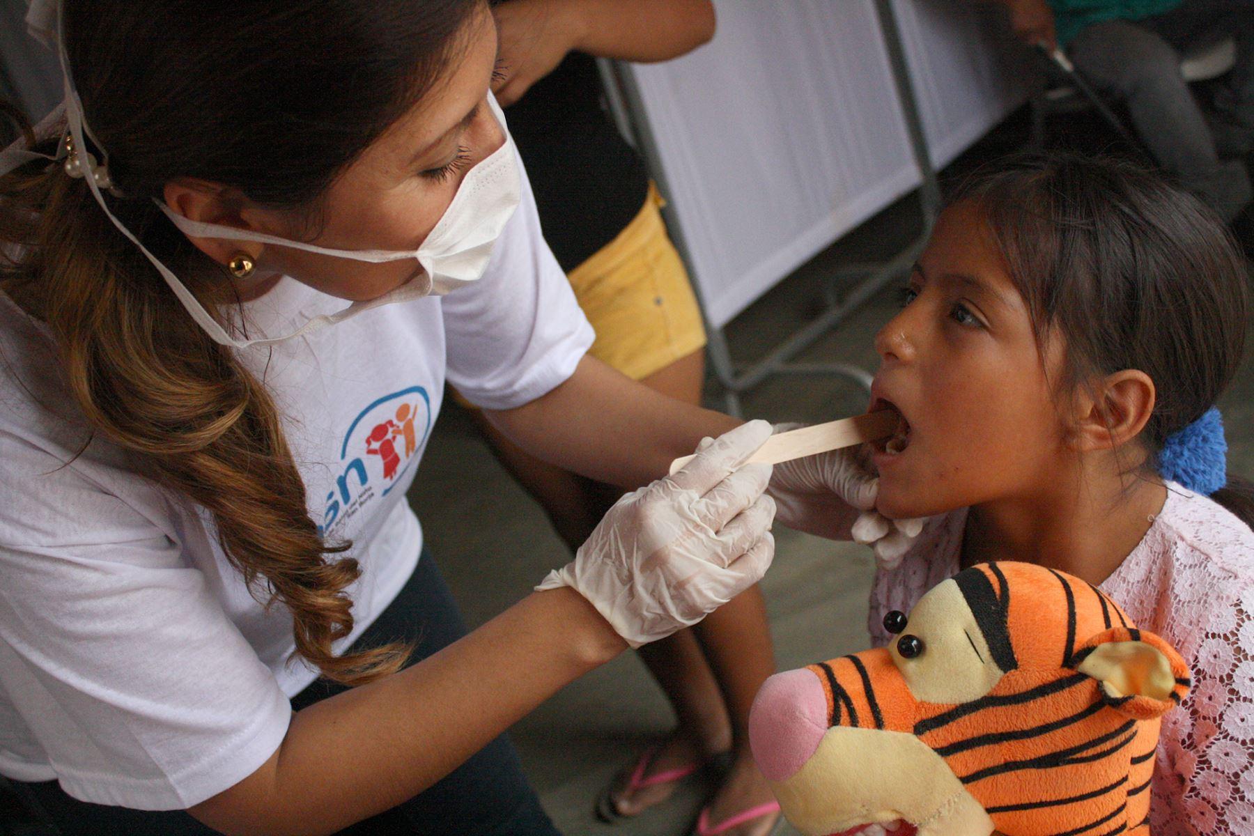 Menores de Huarmey afectados por los desastres recibieron atención médica del Instituto Nacional del Niño de San Borja. Foto: Andina/Difusión