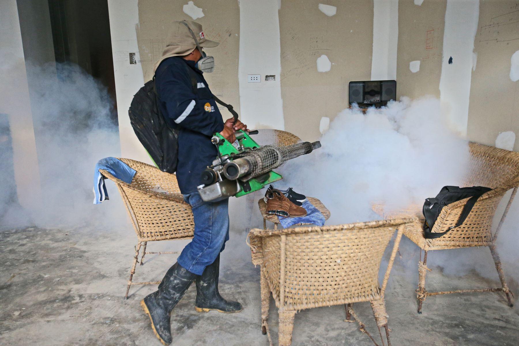 (Minsa) realizó 2 millones 021,338 fumigaciones en nueve de las regiones  más afectadas por El Niño Costero.