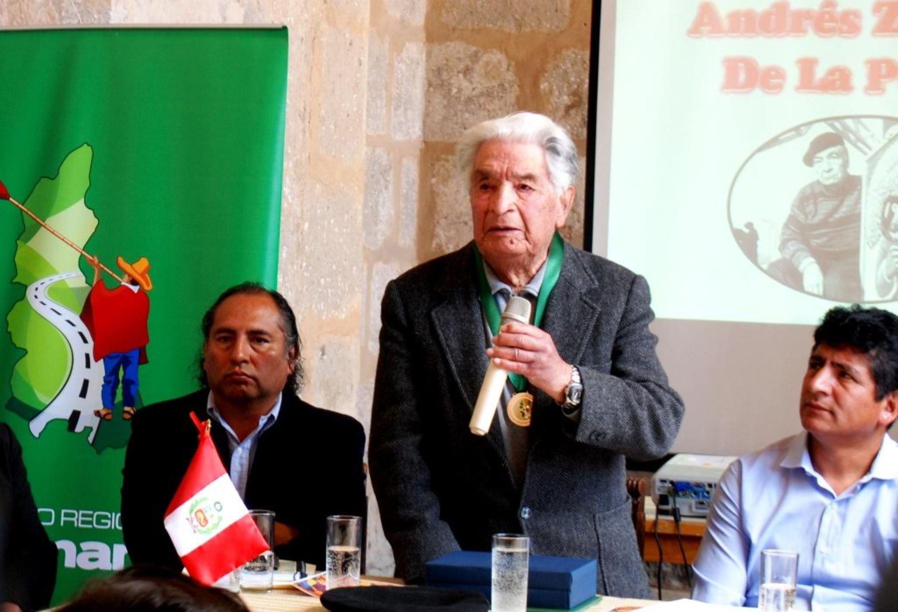 El pintor indigenista Andrés Zevallos De la Puente falleció hoy en la ciudad de Cajamarca.