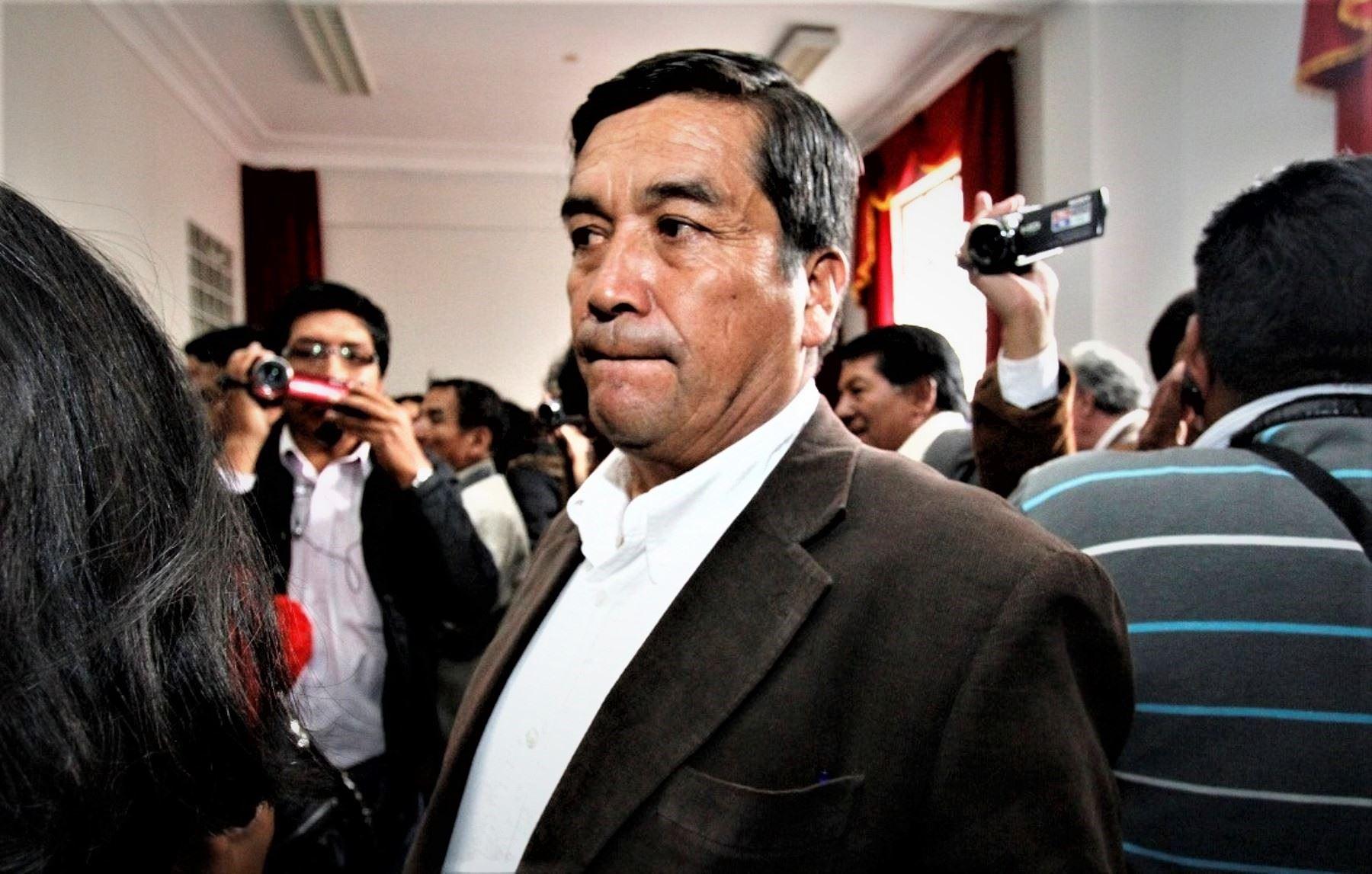 Con el congresista están involucrados dos ex funcionarios municipales y el propietario del predio, los que también tendrán que concurrir a la corte para la instalación del juicio.