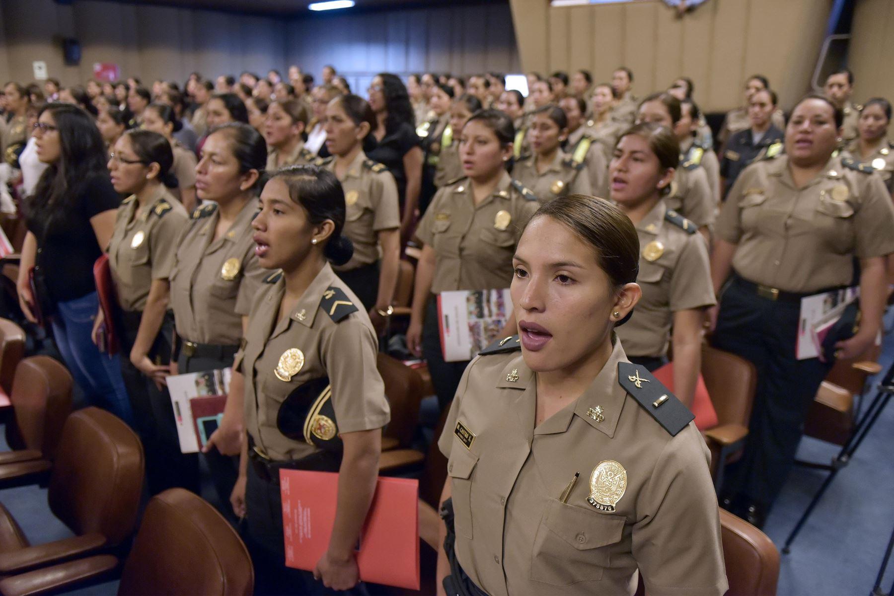 Congreso: Amplían a 49 días el descanso pre y postnatal para la PNP y FFAA