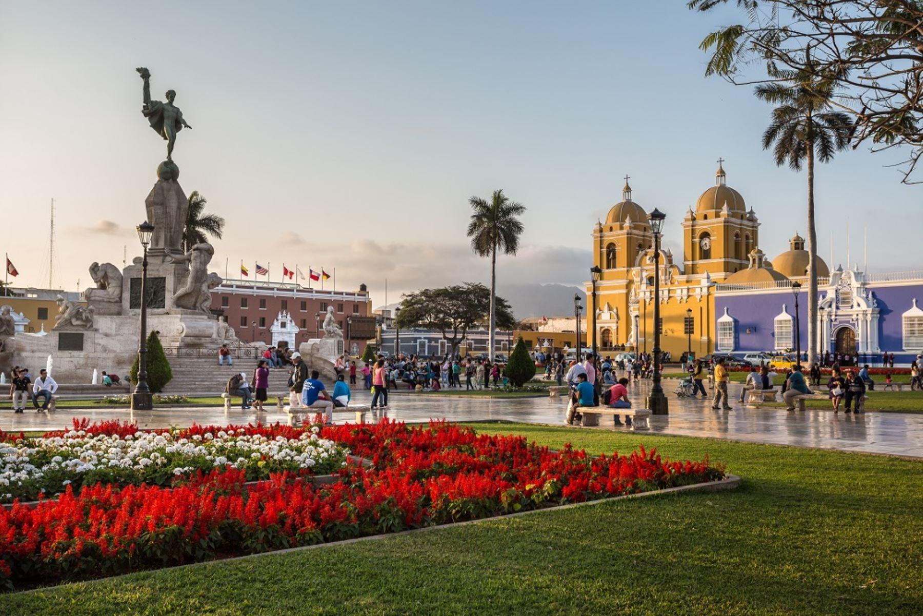 La duración del vuelo será de aproximadamente 110 minutos, lo que generará una reducción de tiempo de 56%, versus la ruta a través de Lima.