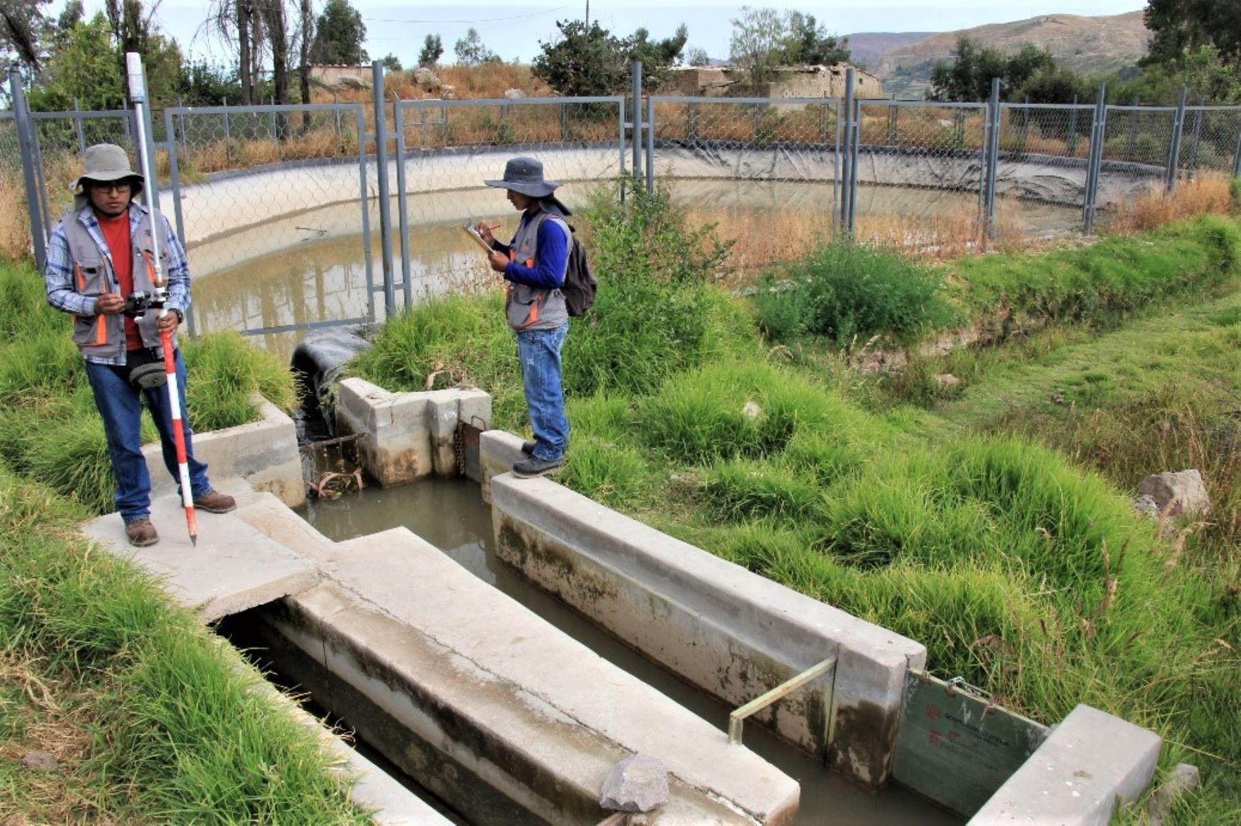 """El """"estudio"""" consiste en efectuar un mapeo de toda la infraestructura de riego pública y privada que existe en Torata: canales, bocatomas, desarenadores y reservorios."""