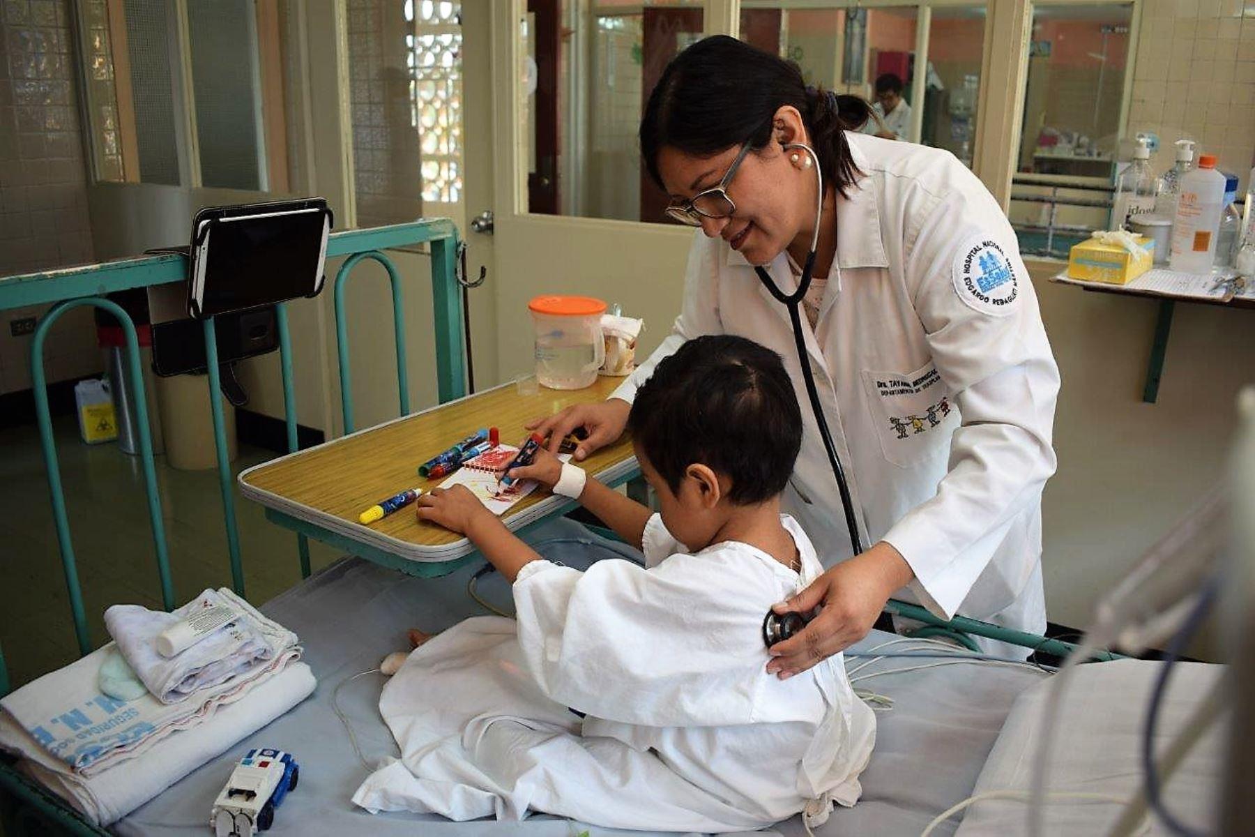 Médicos de EsSalud realizaron exitoso trasplante de hígado a niño de 3 años. Foto: ANDINA/Difusión.