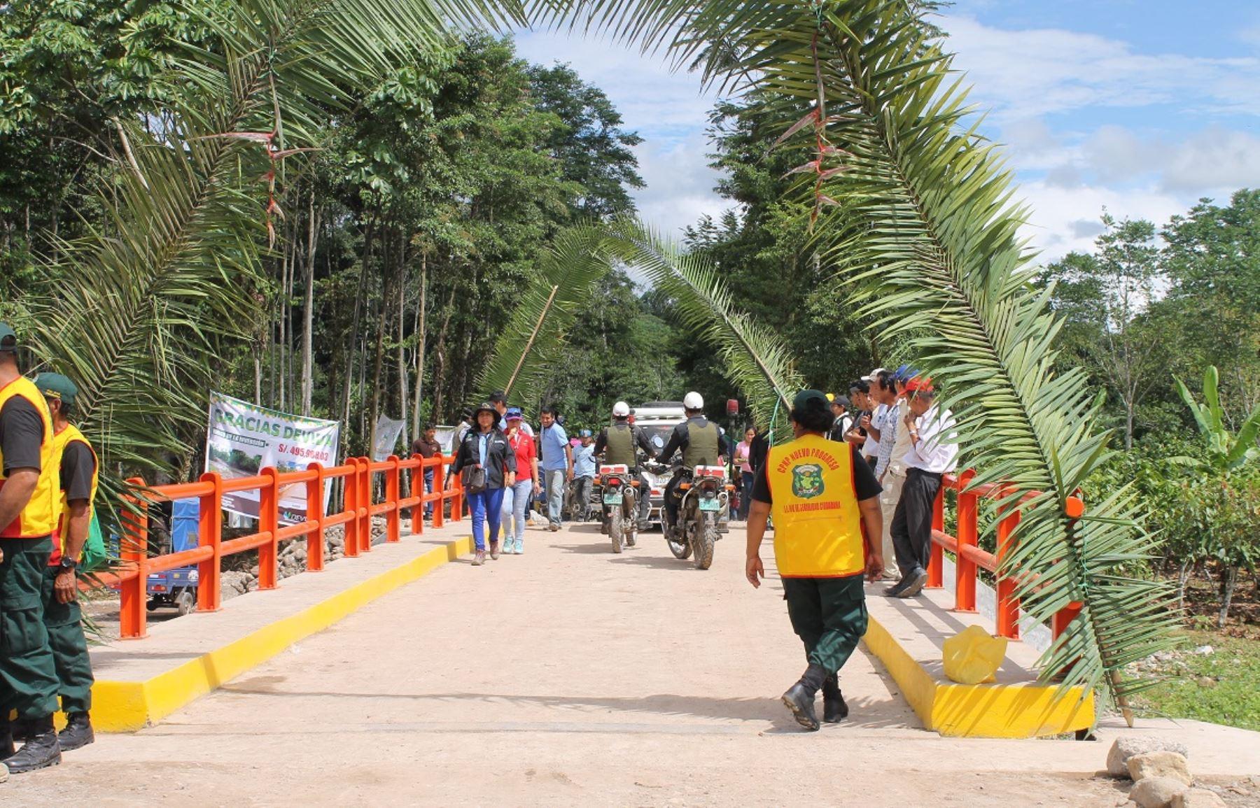 El puente es una estructura de concreto con dos carriles y una longitud de 16 metros.