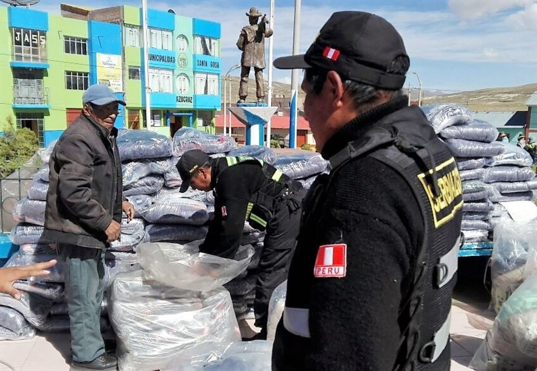 Ministerio de Cultura entrega kits de abrigo a poblaciones altoandinas de Puno.