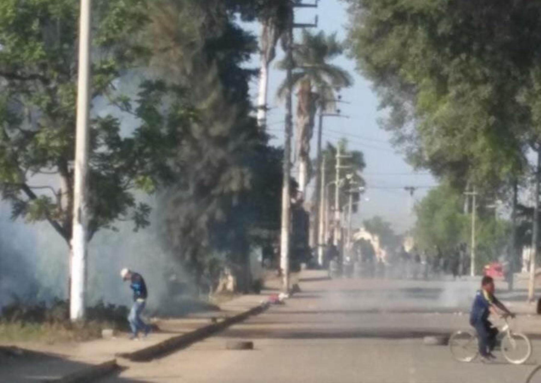 Protestas por administración de azucarera dejan varios heridos. Foto: Twitter/Jorge Llontop