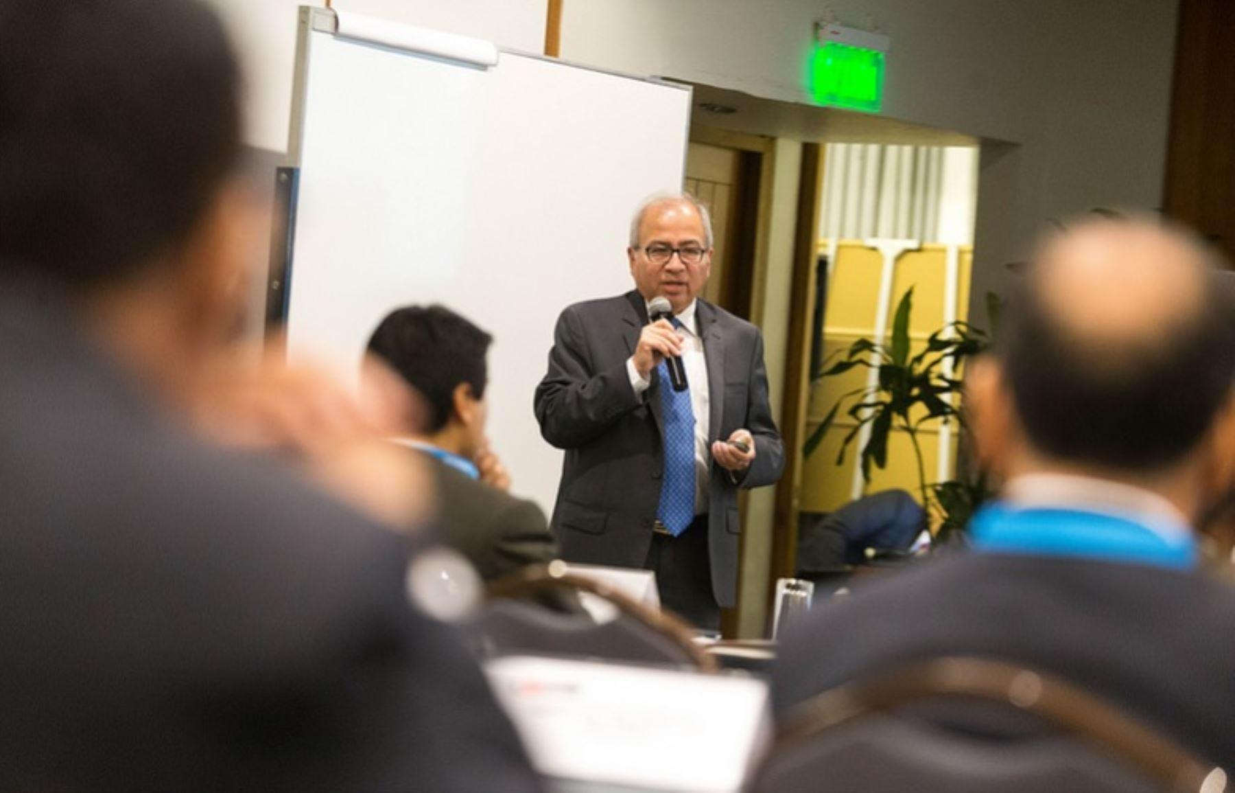 Viceministro de Comunicaciones, Carlos Valdez, durante su presentación en la Comisión Intergubernamental del sector Transportes y Comunicaciones en materia de Telecomunicaciones.