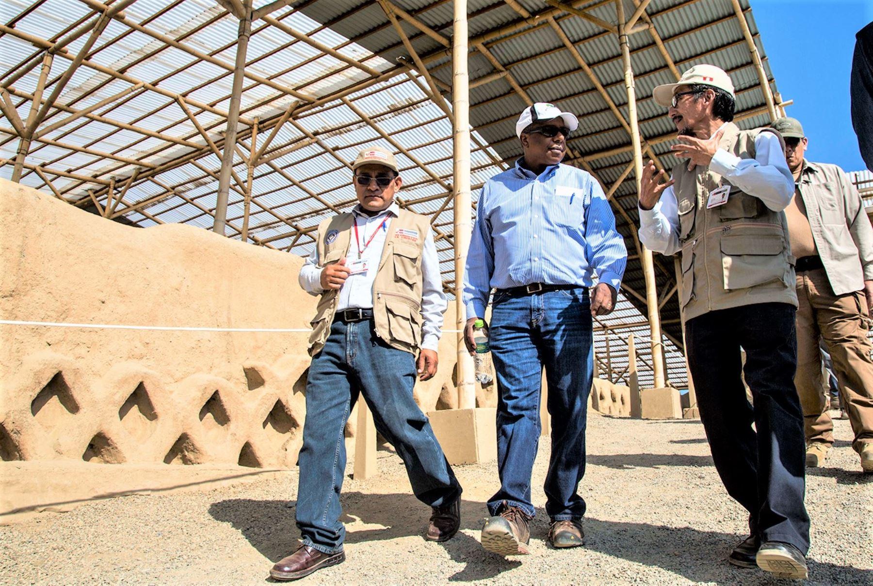 Brian A. Nichols fue recibido por el director de la Dirección Desconcentrada de Cultura de La Libertad, Cesar Gálvez Mora, y el presidente del Complejo Arqueológico Chan Chan y museo de sitio, Víctor Piminchumo Hurtado.