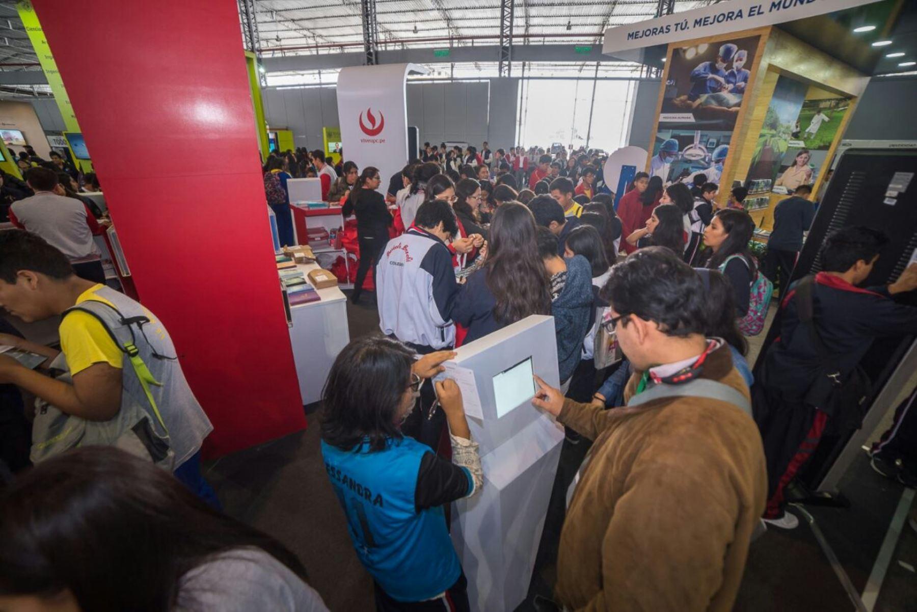 Abrió sus puertas Expouniversidad 2017. Foto: Andina/Difusión