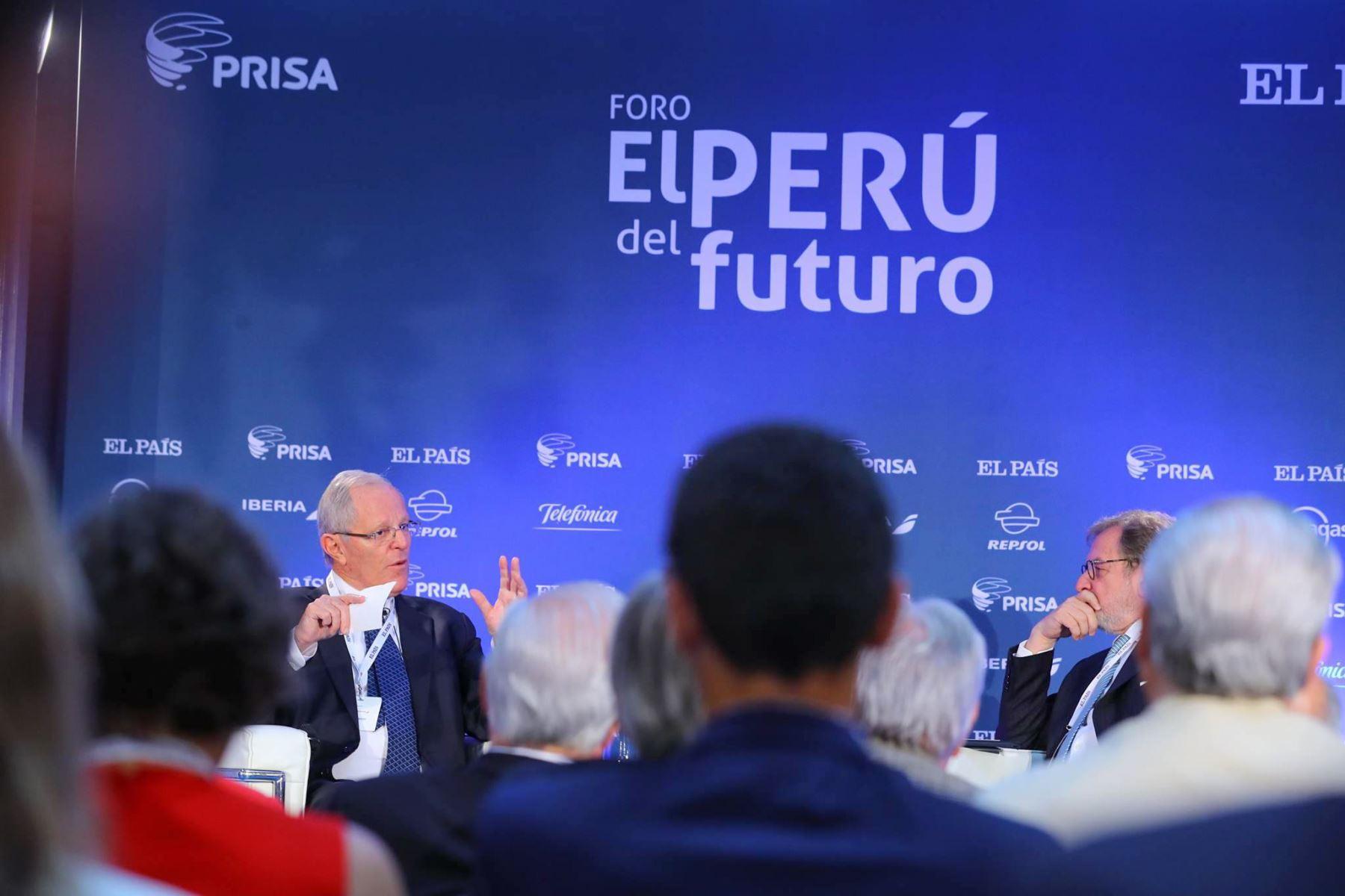 """El jefe del Estado, Pedro Pablo Kuczynski, participa del foro """"El Perú del Futuro"""", organizado por el Grupo Prisa, en Madrid. Foto: ANDINA/ Andres Valle - Presidencia"""